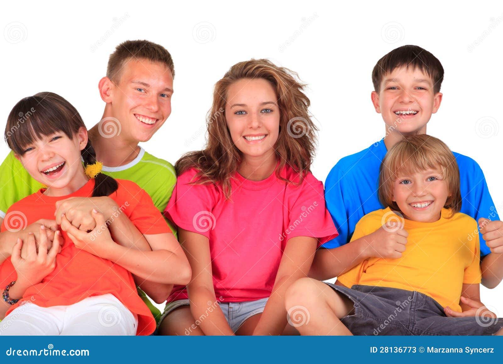 Irmãs e irmãos felizes