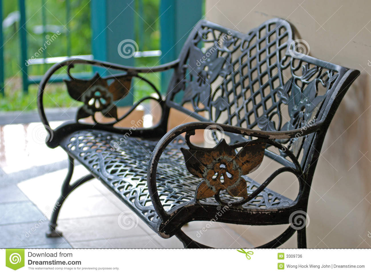 banco de jardim vetor:Iron Bench At The Garden Royalty Free Stock Image – Image: 3309736