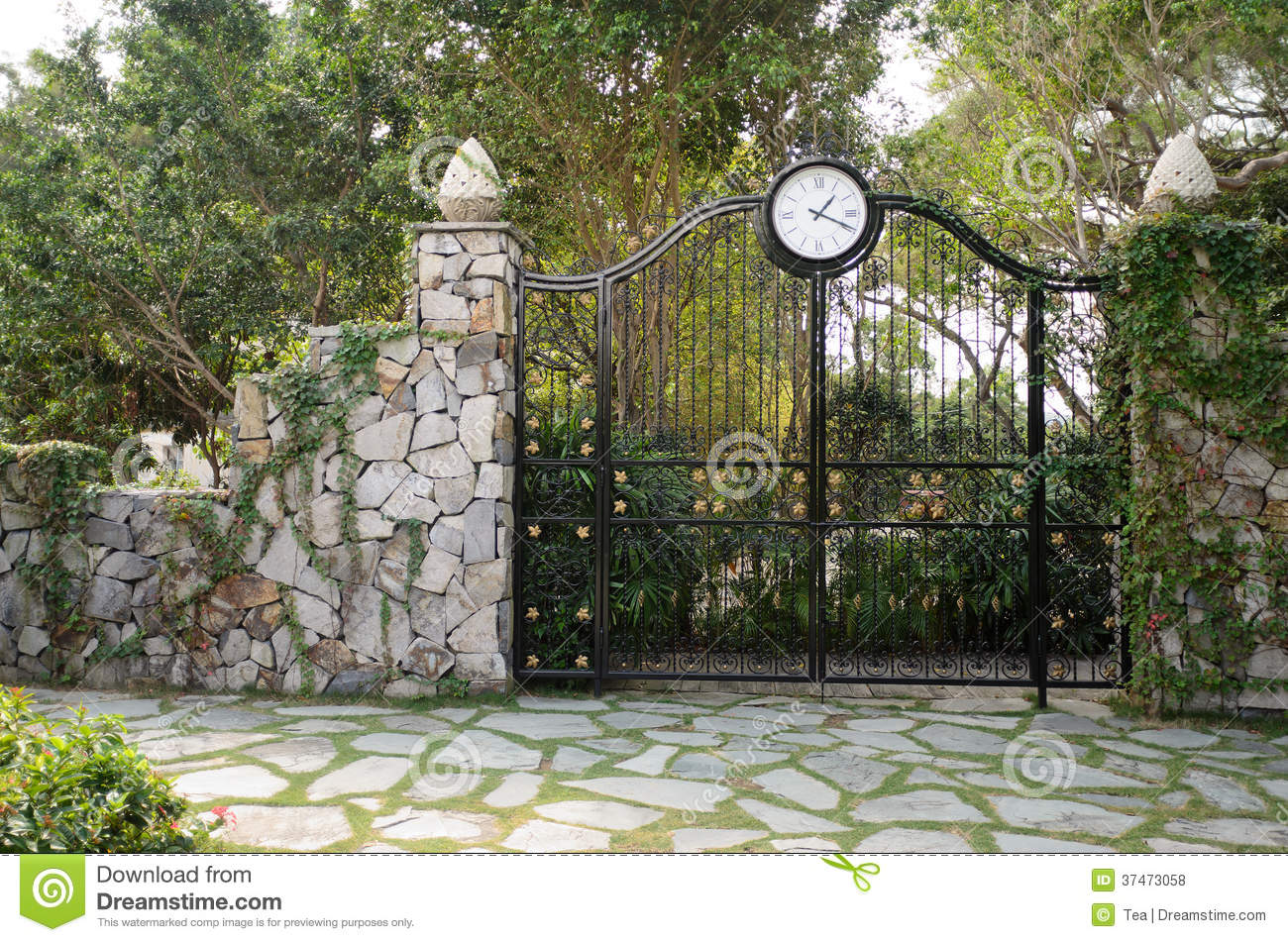 Iron Gate In Stone Wall Royalty Free Stock Photos Image