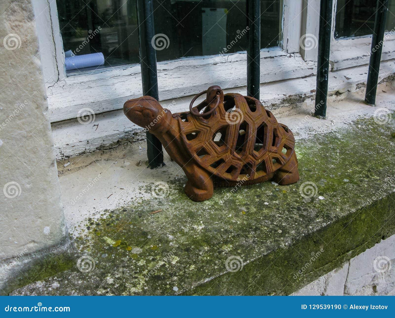 Iron turtle on the kitchen windowsill in the Loire