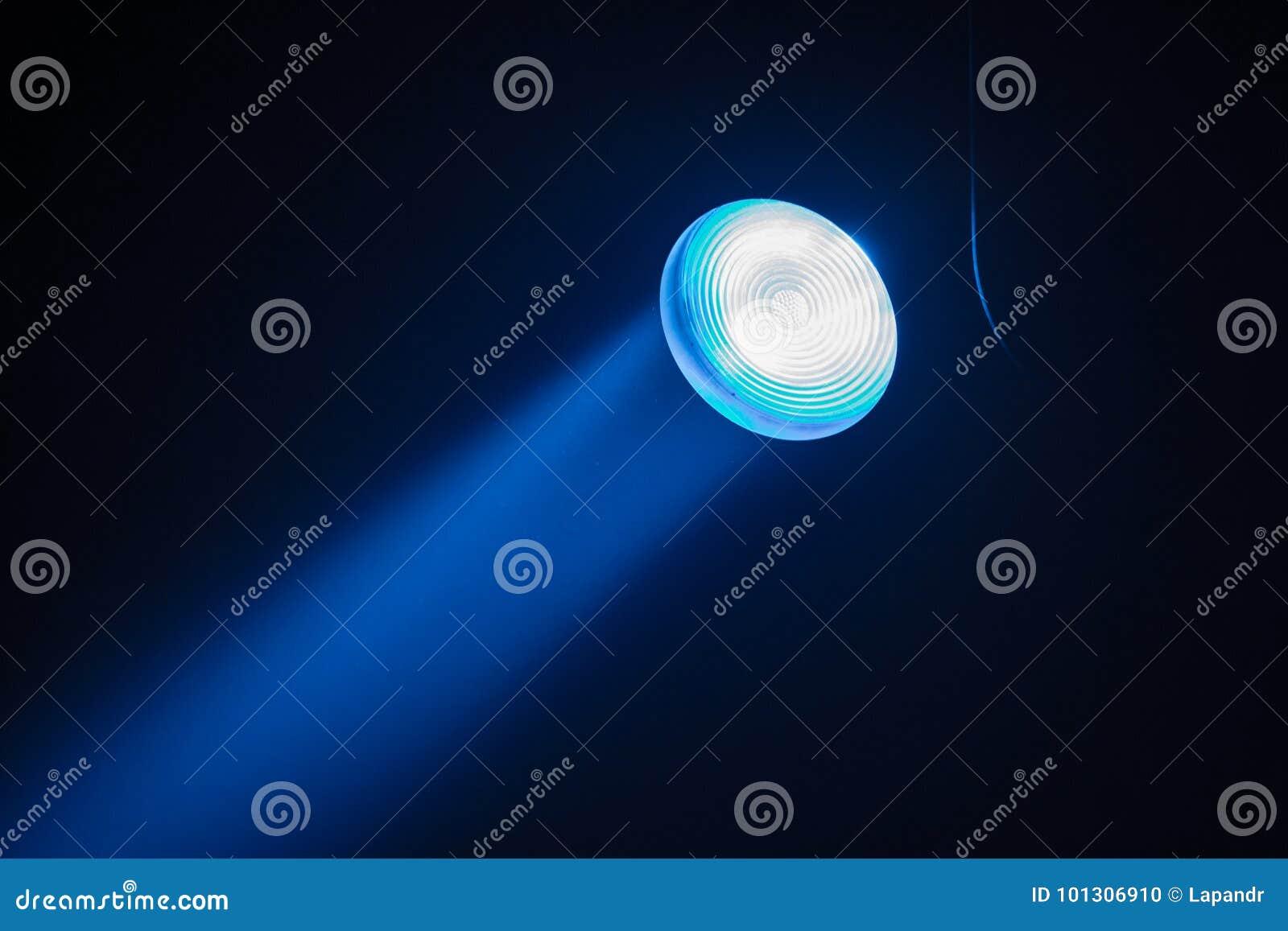 Irradia proyectores de teatro en la etapa durante el funcionamiento Reflector del pasillo de la iluminación equipment El diseñado
