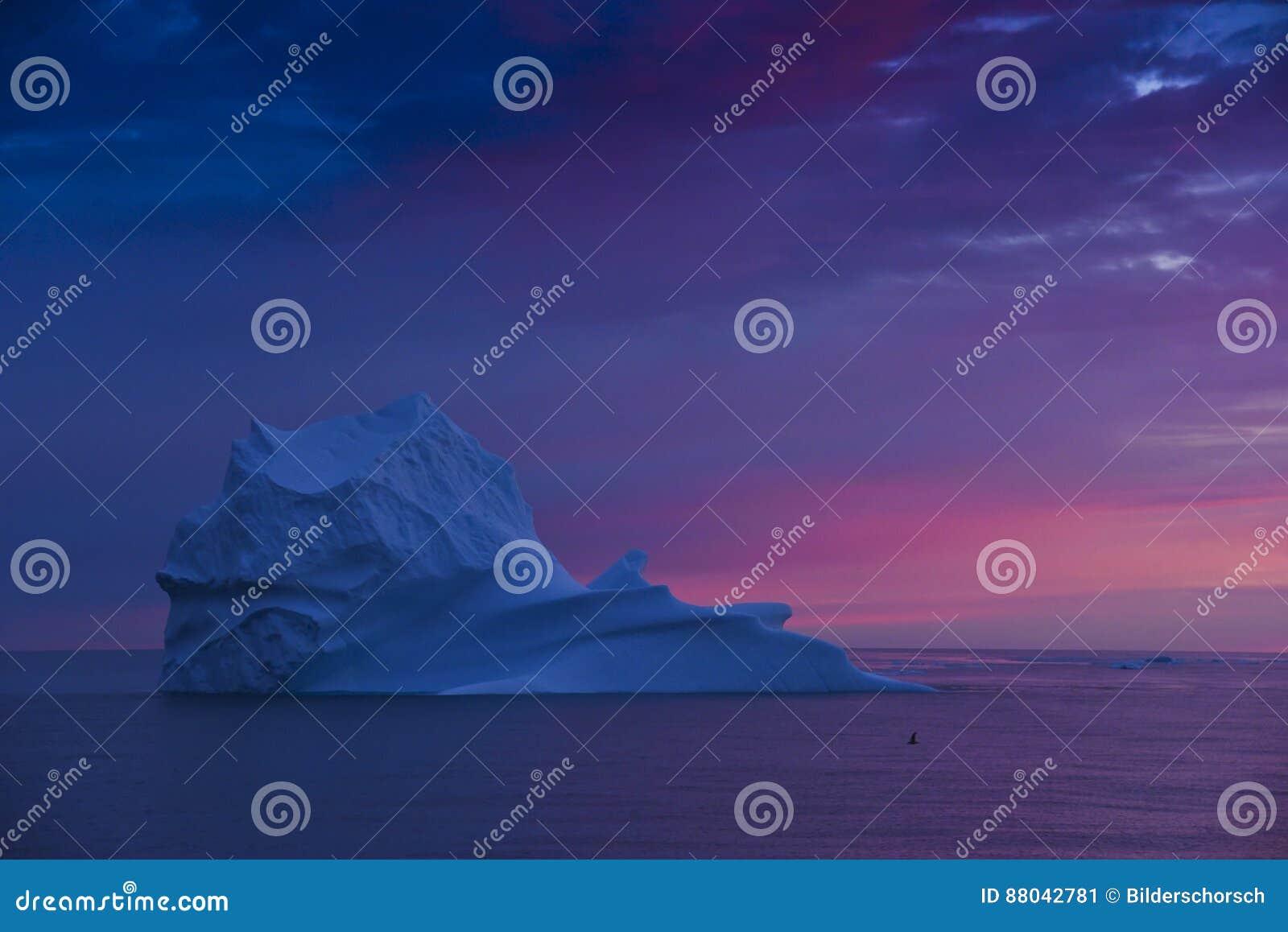 Isberg efter solnedgång