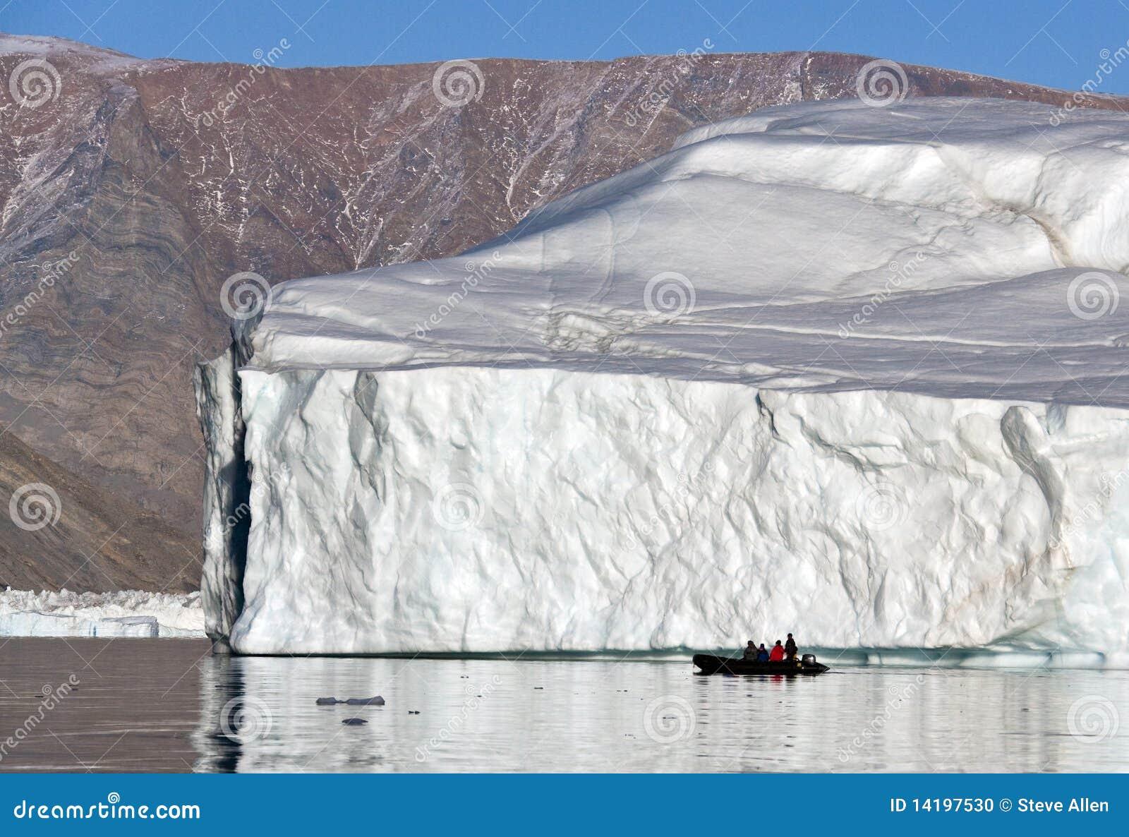 Isberg i Scoresbysund i Grönland