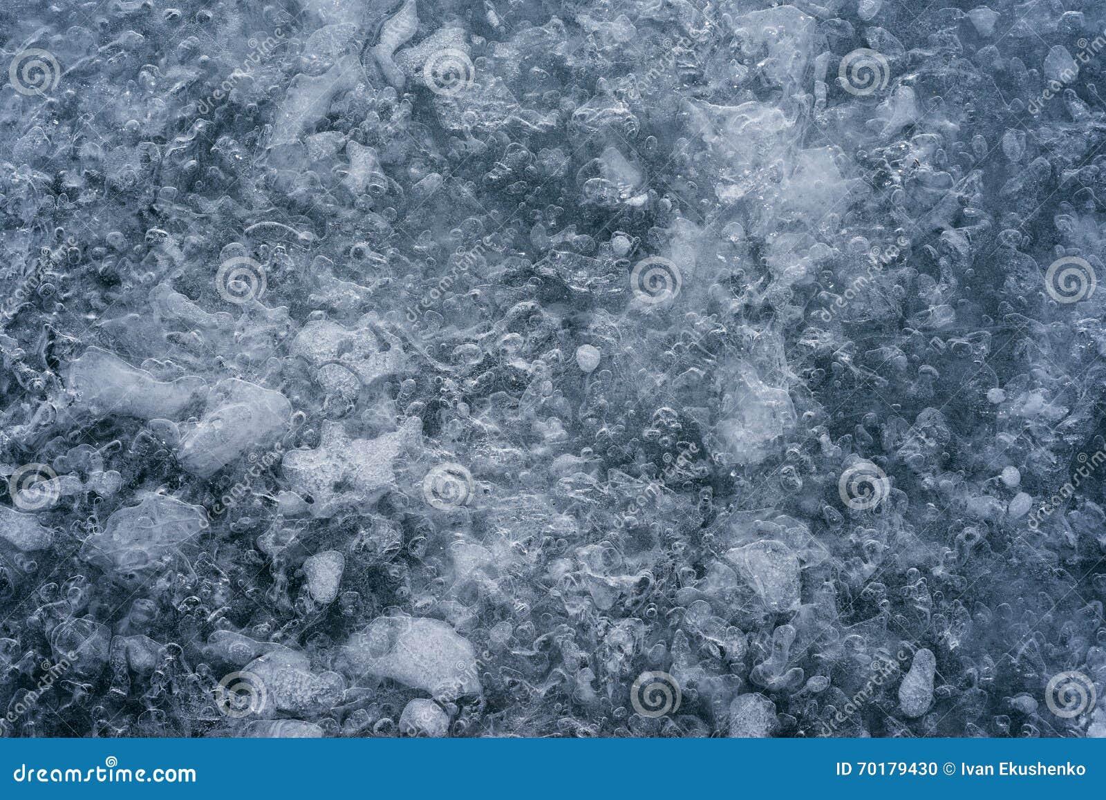 Isen som knäckas på en sjö