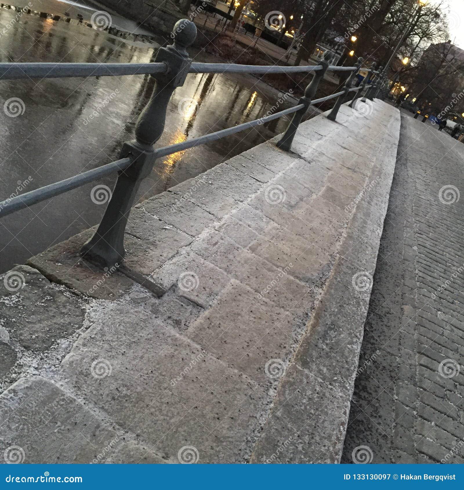 Iskall hal gångbana