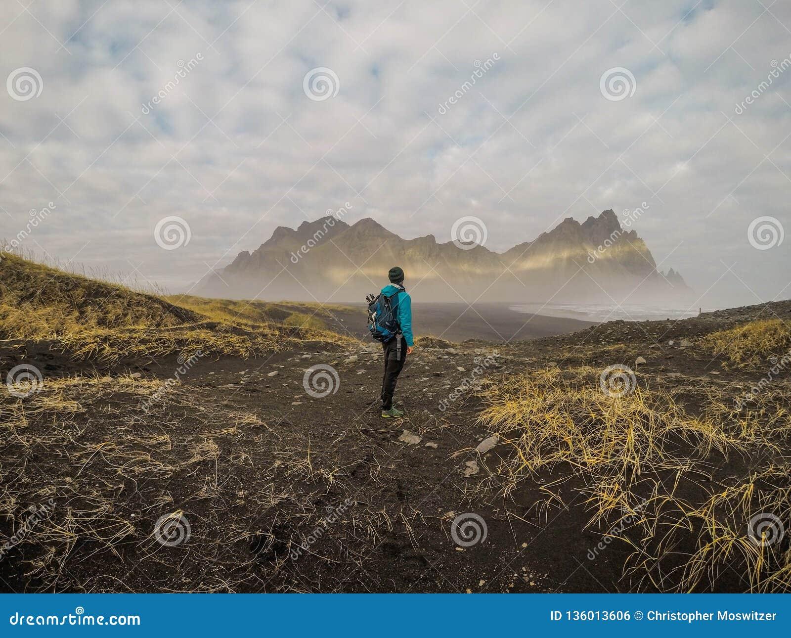 Islândia - Viking Man e montanhas pontudo