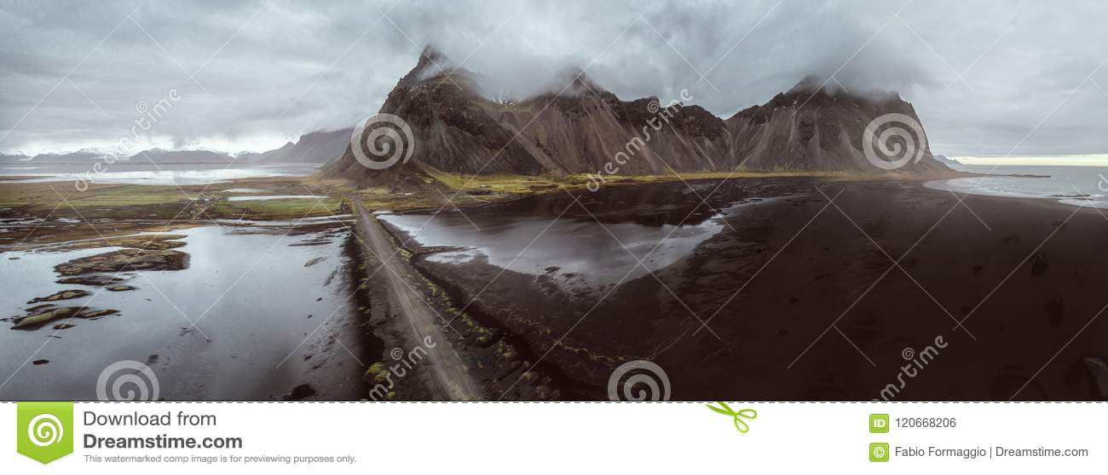 Isländska panoramor, flyg- sikt på länderna