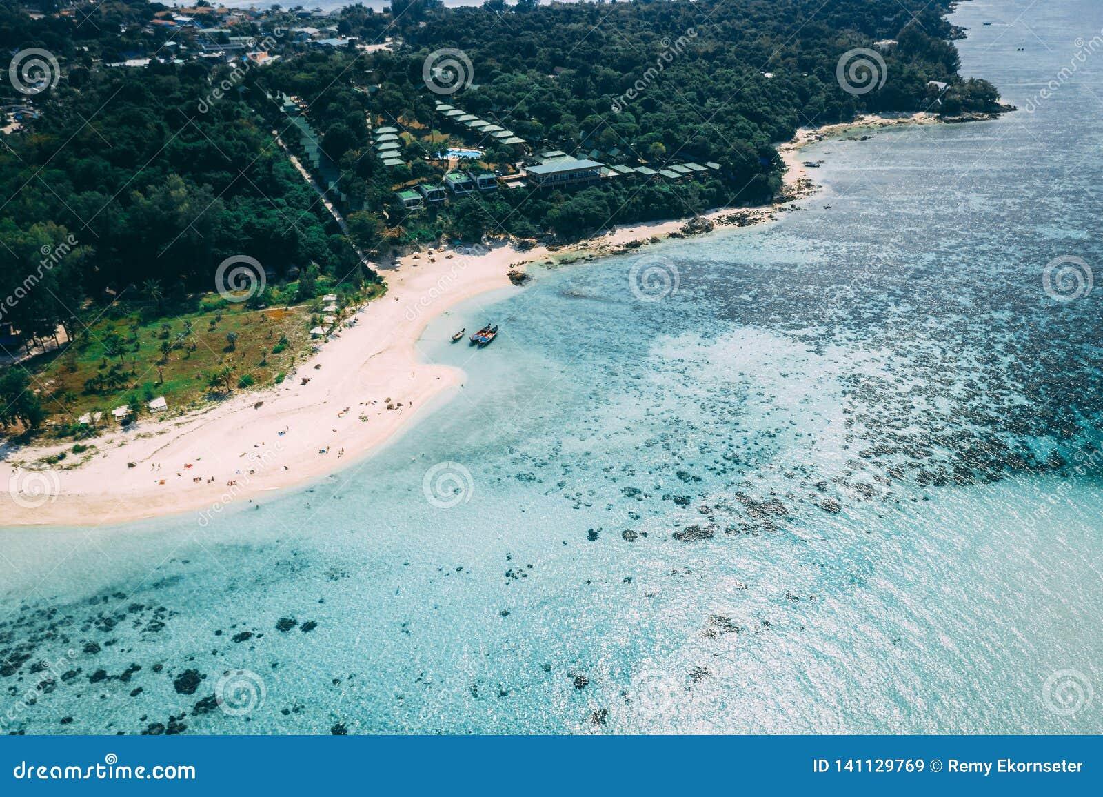 Isla Crystal Clear Sea, azul, palmas de Paradise, en fyre