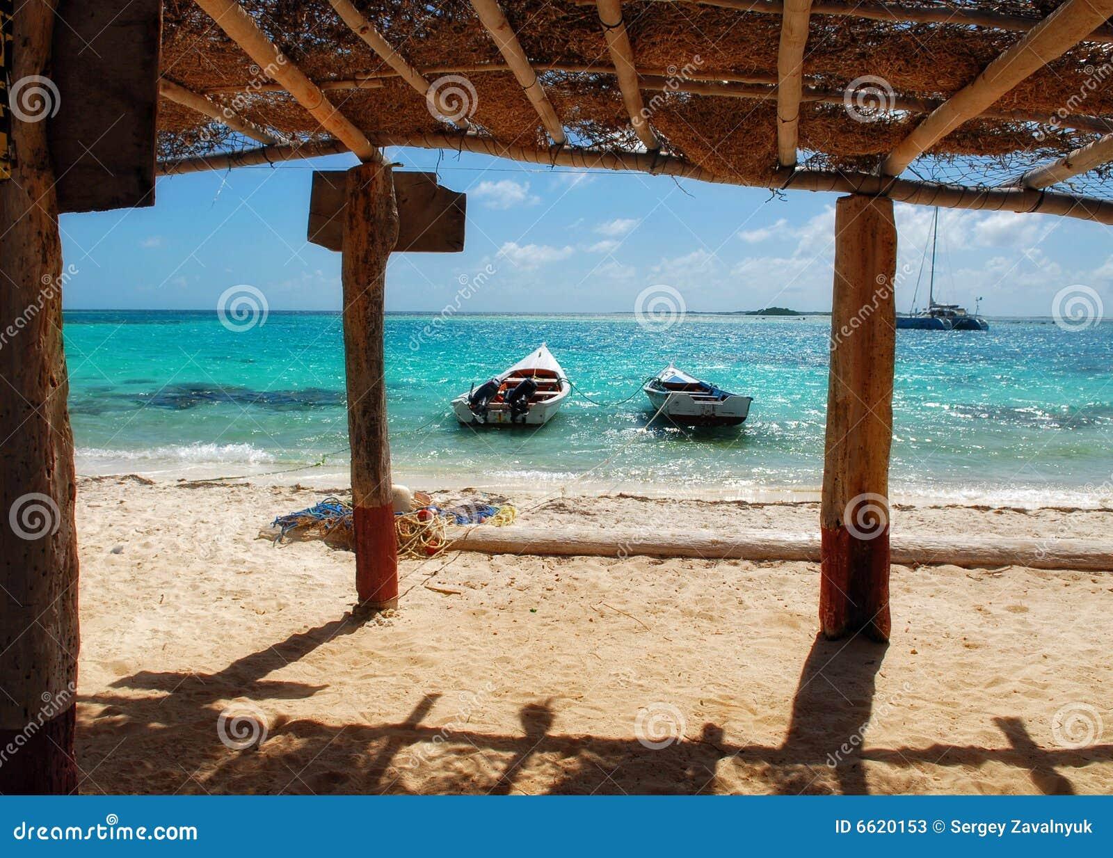 Isla de aves stock photos image 6620153 for Desert island fishing