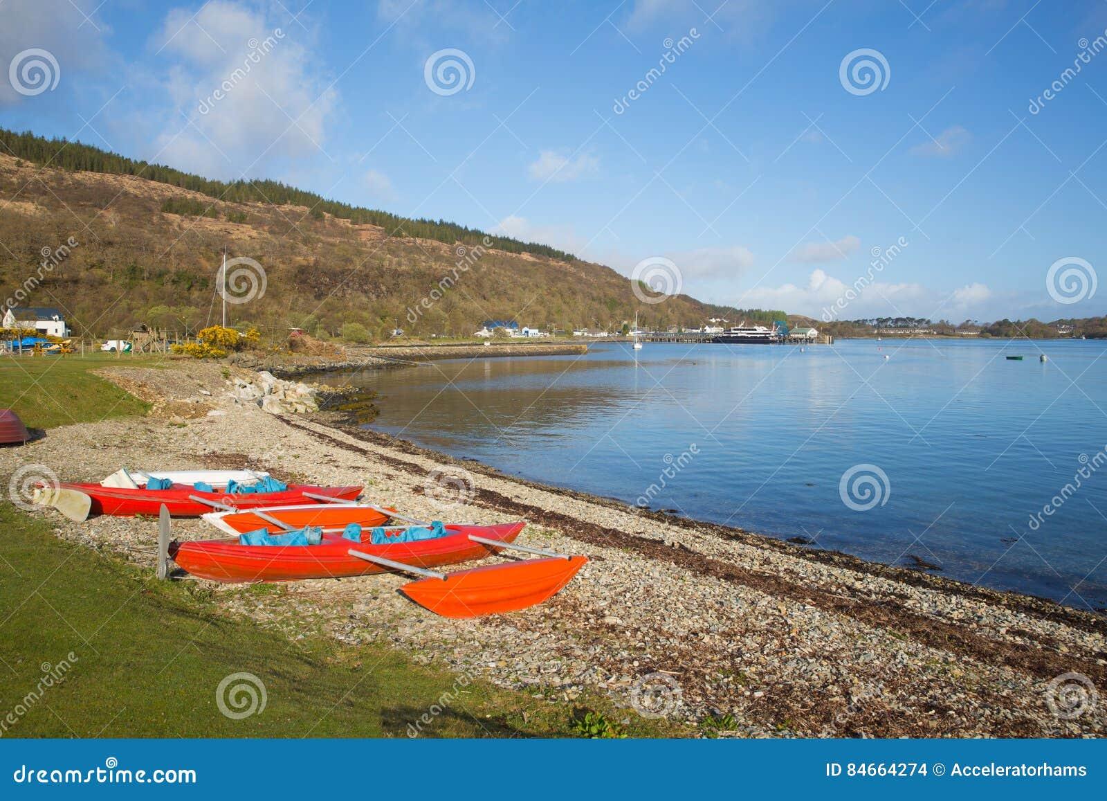 Isla de Craignure Mull Argyll y de la opinión británica de Escocia del Bute al puerto de transbordador