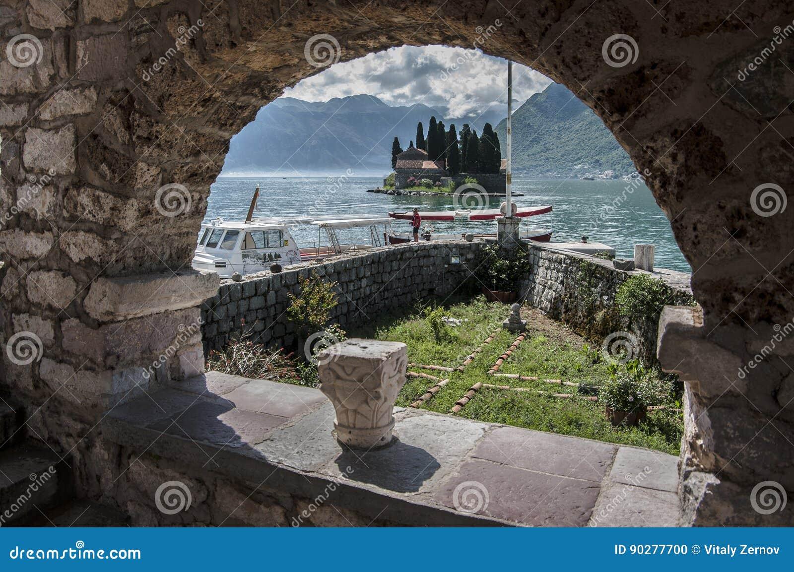 Isla en el mar adriático