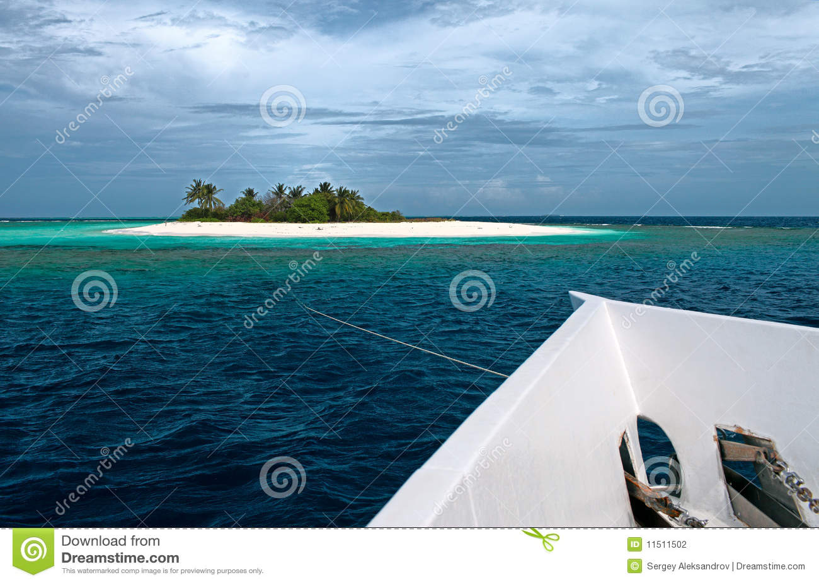 Isla y yate deshabitados