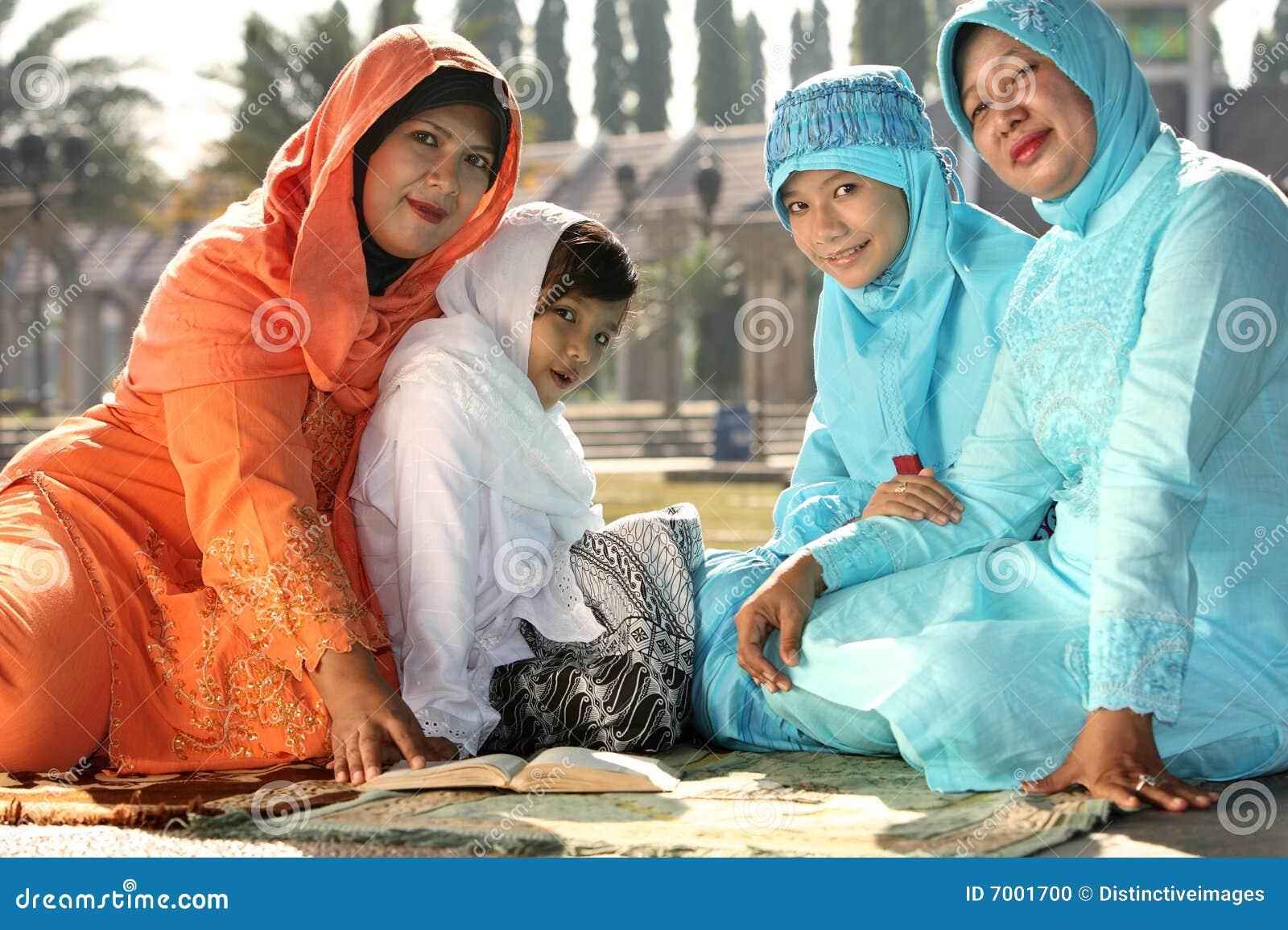 Beauty indonesian hijab girl fuck on the floor - 3 10