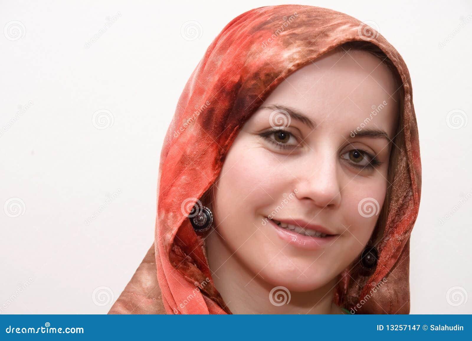 islamische frauen kennenlernen Ich habe eine frau kennengelernt, nicht-muslima, wir haben zeit miteinander verbracht (haram), viel zeit wir haben gekocht,spazieren gehen,einkaufen islamischen recht ablaufen kann und wird alleine schon weil ihre eltern sind keine muslime, trotzdem will ich sie natürlich vorher kennenlernen.