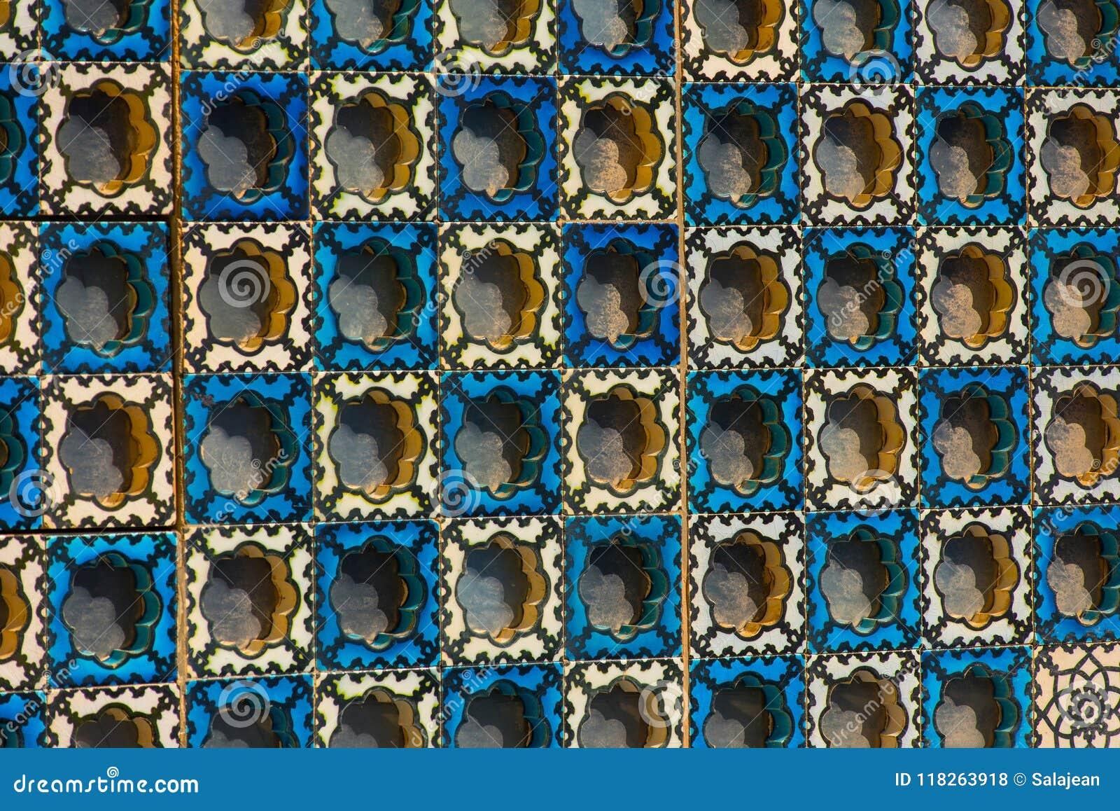 islamisches muster arabische blaue fliesen auf einer
