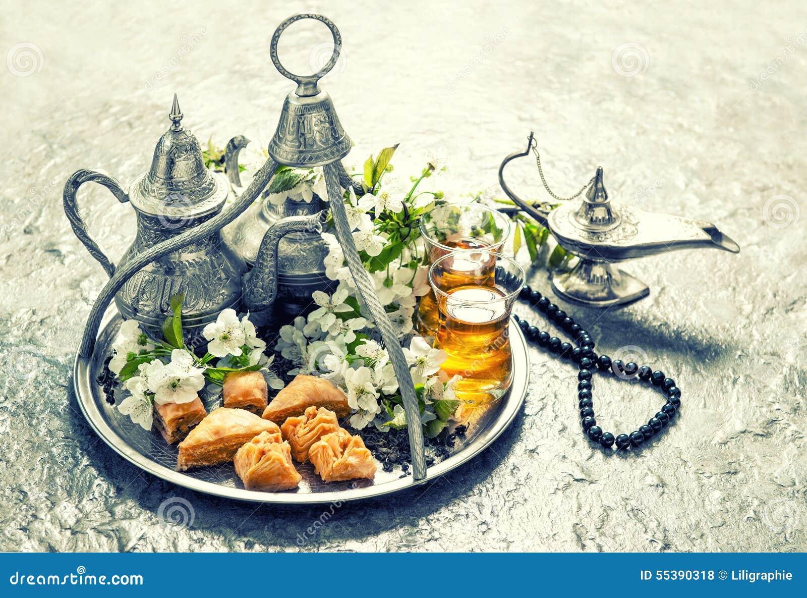 Islamisk feriemat med garnering ramadan kareem Tappning s