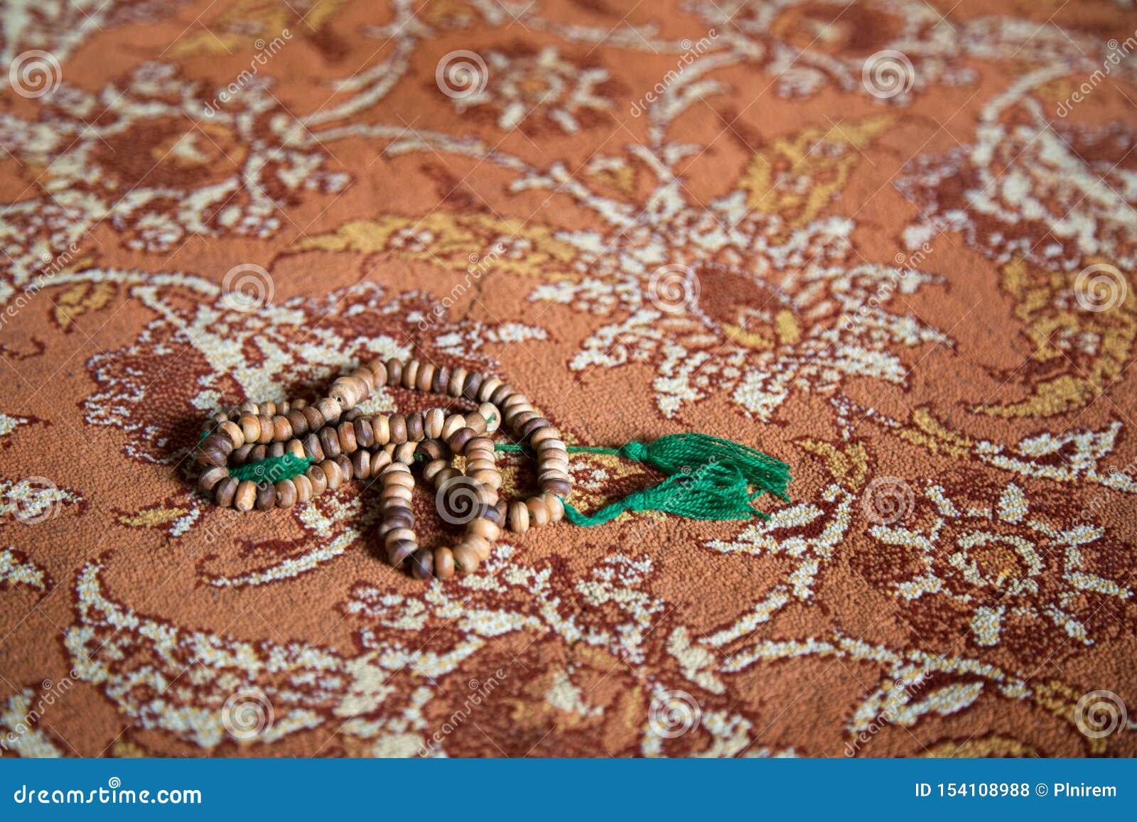 Islamitische gebedparels op tapijt