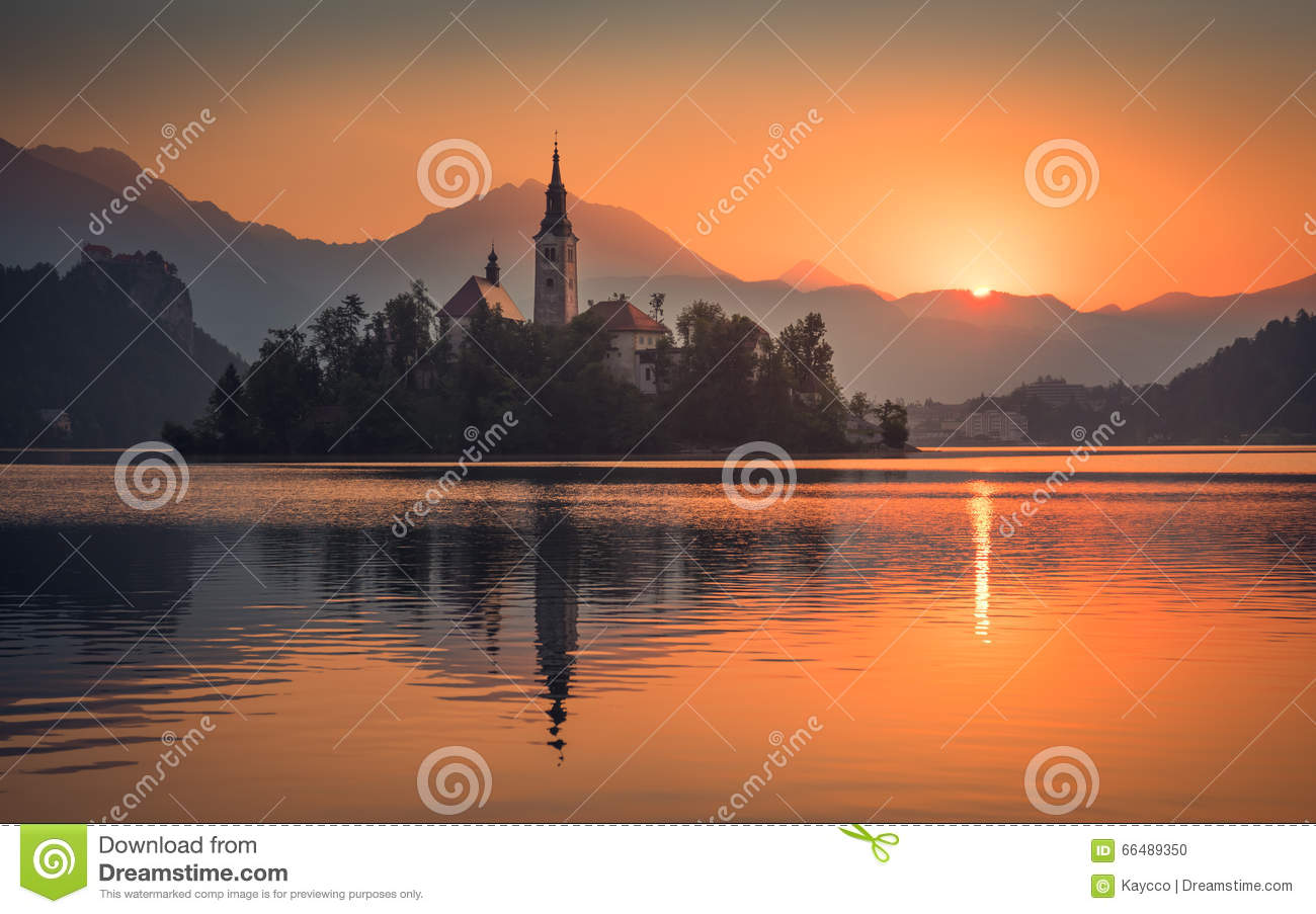 mountain lakes catholic singles Catholic dating that's focused on the person swipe leftswipe right that's how most dating sites view online dating at catholic singles, we foster deeper relationships because we focus on your interests and activities, not just your picture.