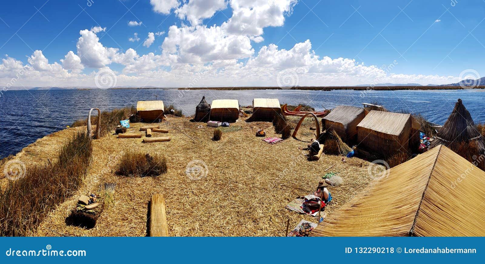 Islas de los Uros, el lago Titicaca, Perú