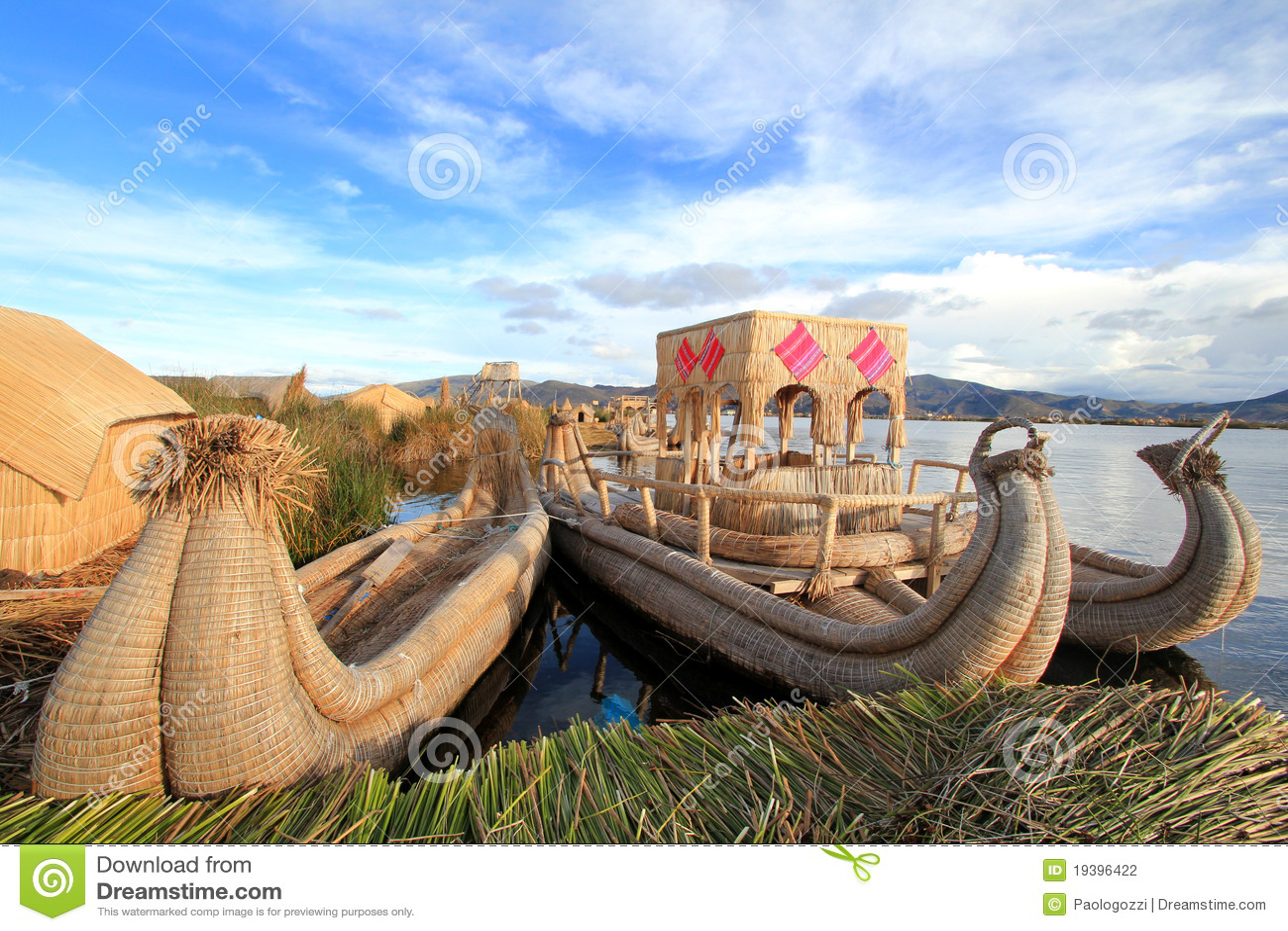 Islas flotantes y barcos de Titicaca