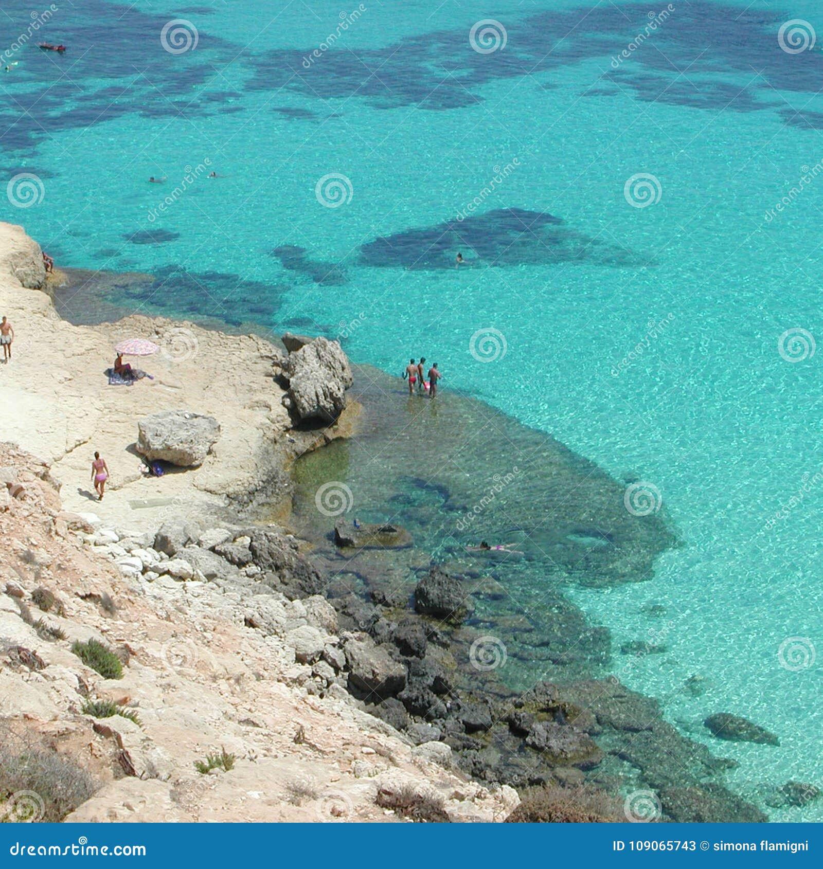 ` Isola dei Conigli `海滩在兰佩杜萨