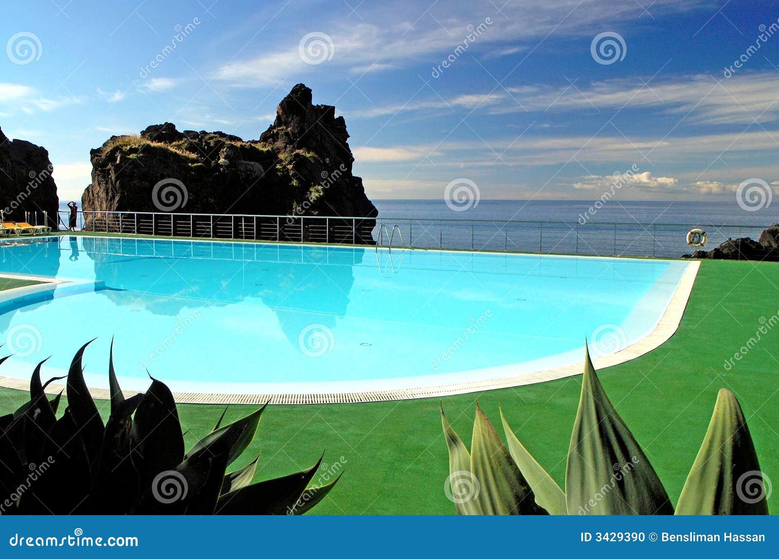 Isola della madera della piscina fotografia stock immagine 3429390 - Business plan piscina ...