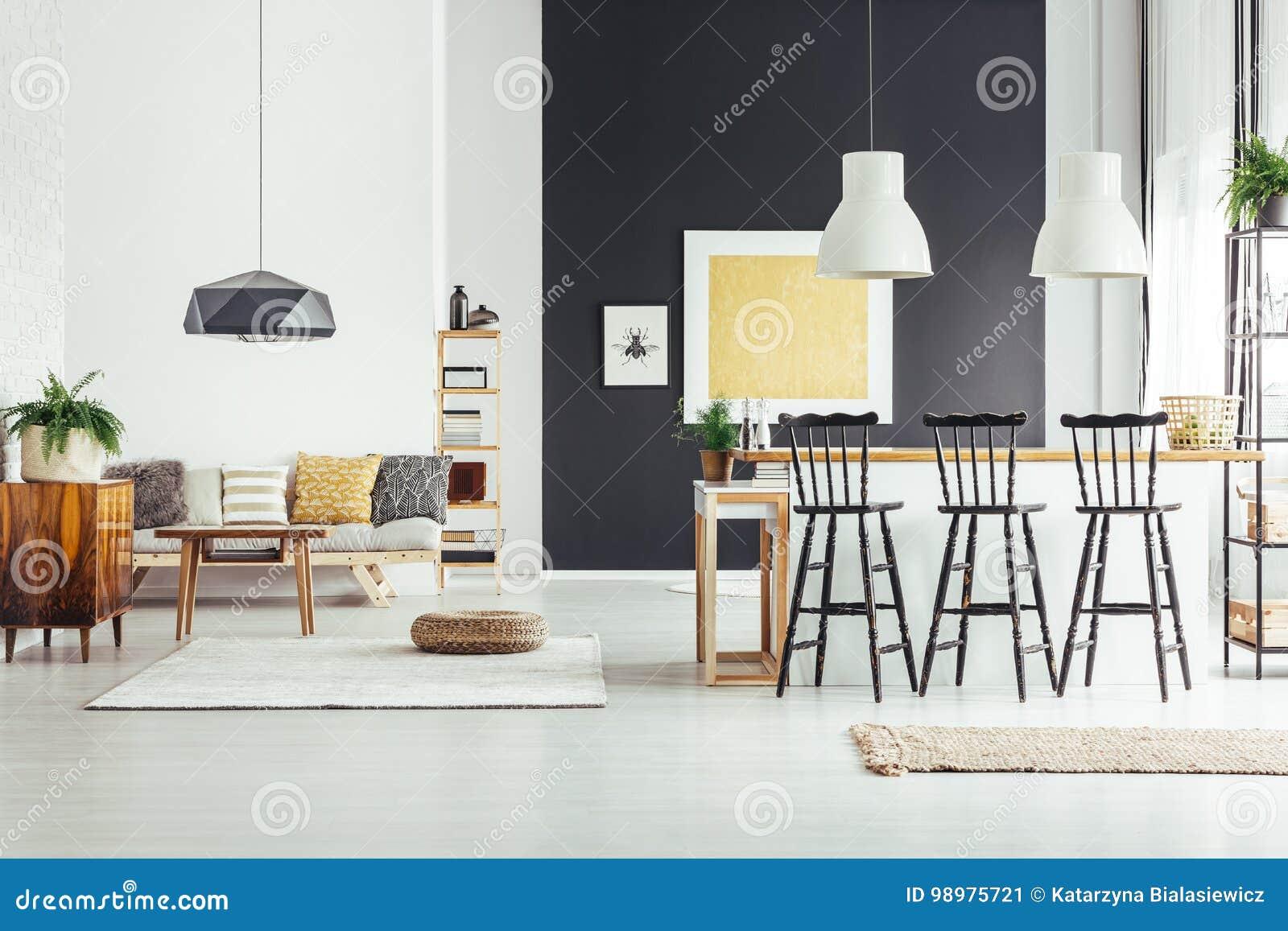 Isola di cucina con gli sgabelli da bar immagine stock immagine