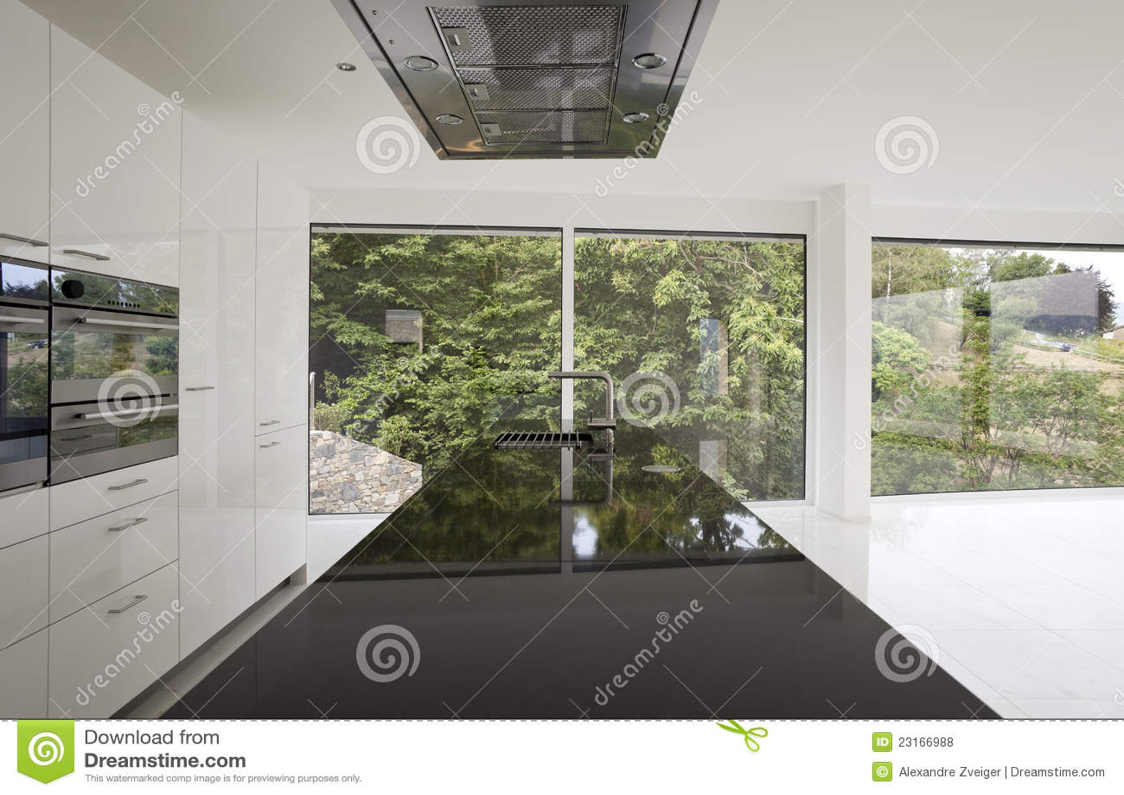 Isola di cucina con le finestre panoramiche fotografie - Finestre panoramiche ...