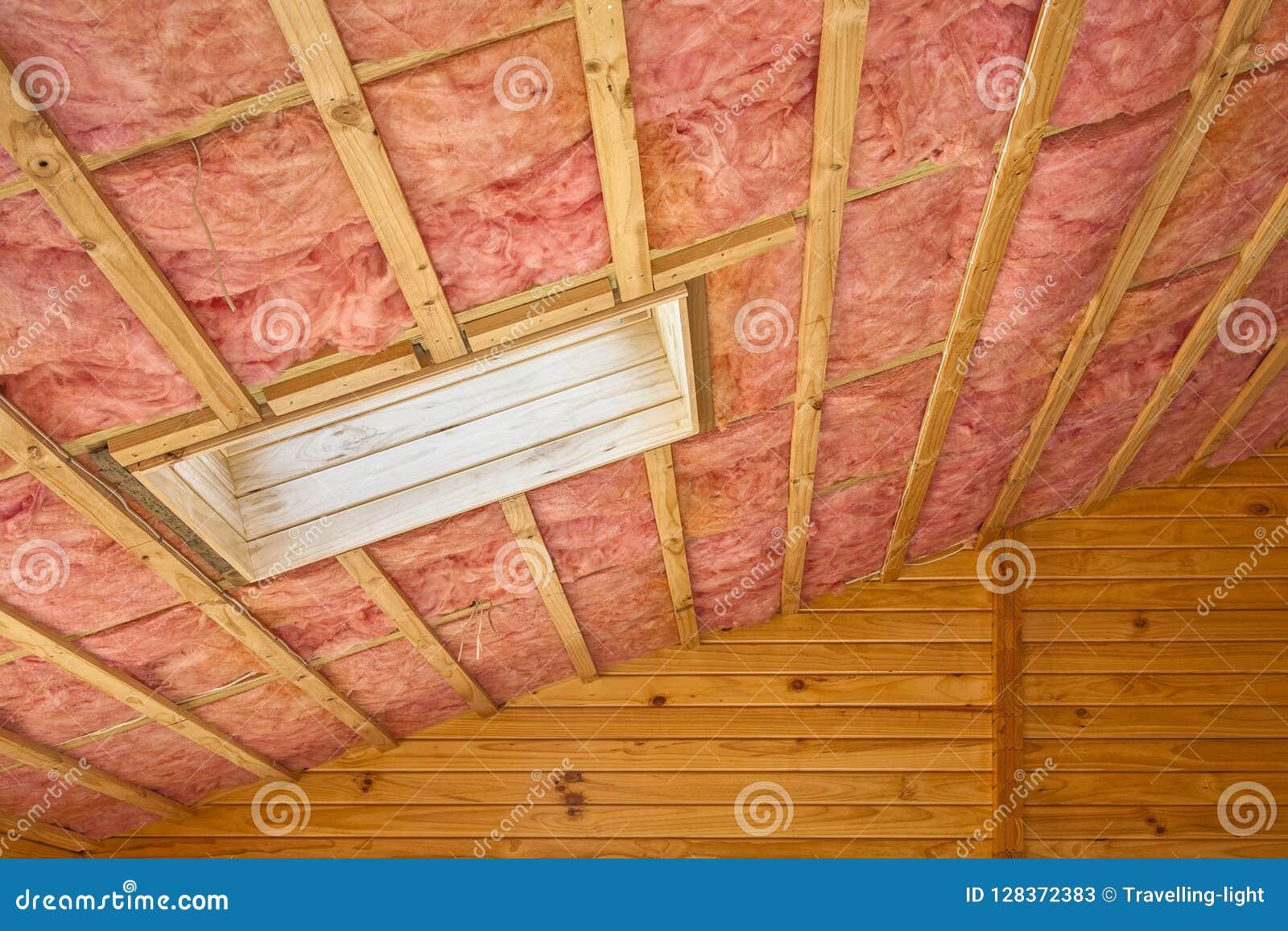 Isolamento rosa del tetto della vetroresina in tetto pendente