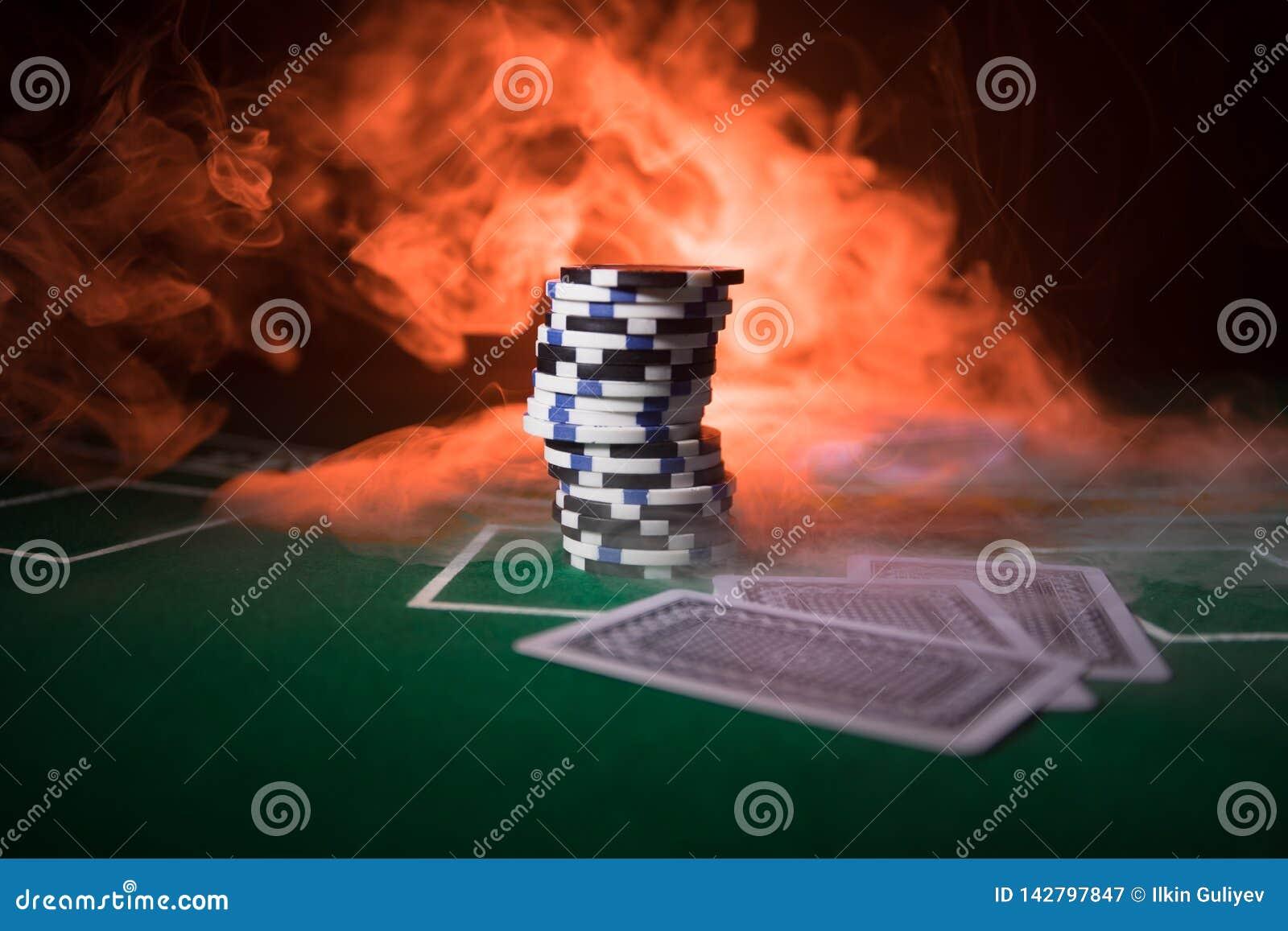Isolamento sul variopinto, slot machine, attimo delle roulette, dado, chip del casinò - immagine dell elemento del casinò