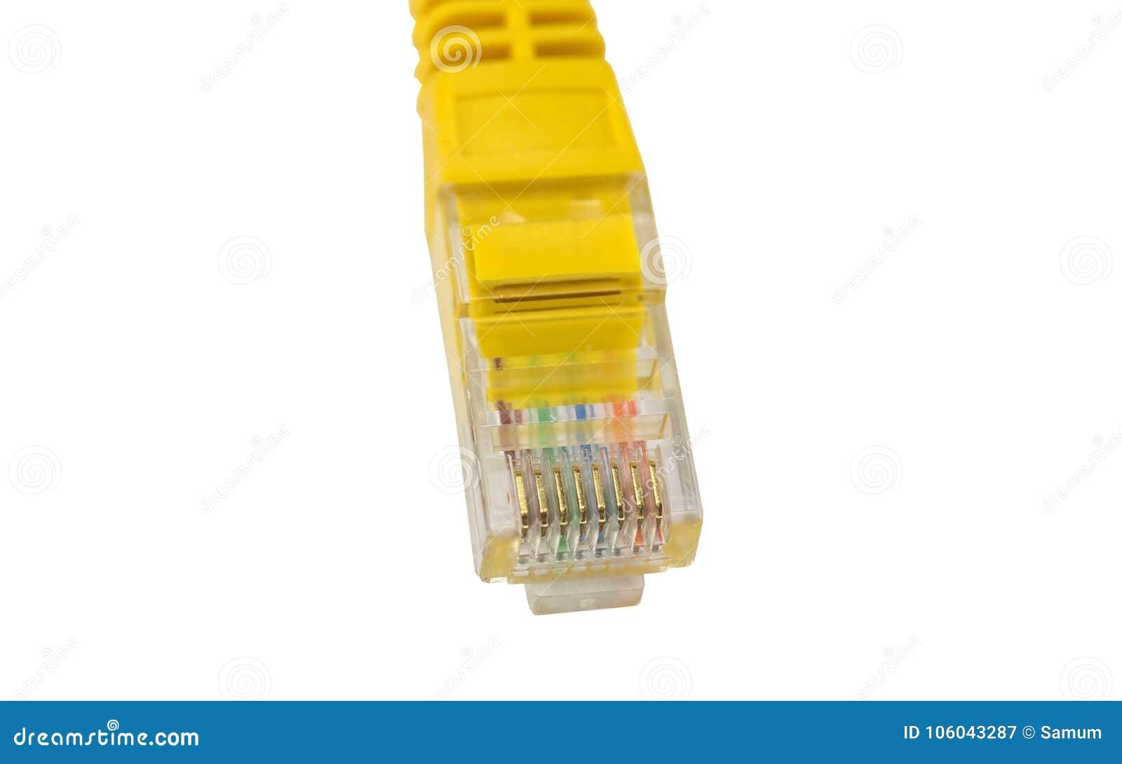 Isolat jaune de fil de connecteur de réseau sur le blanc