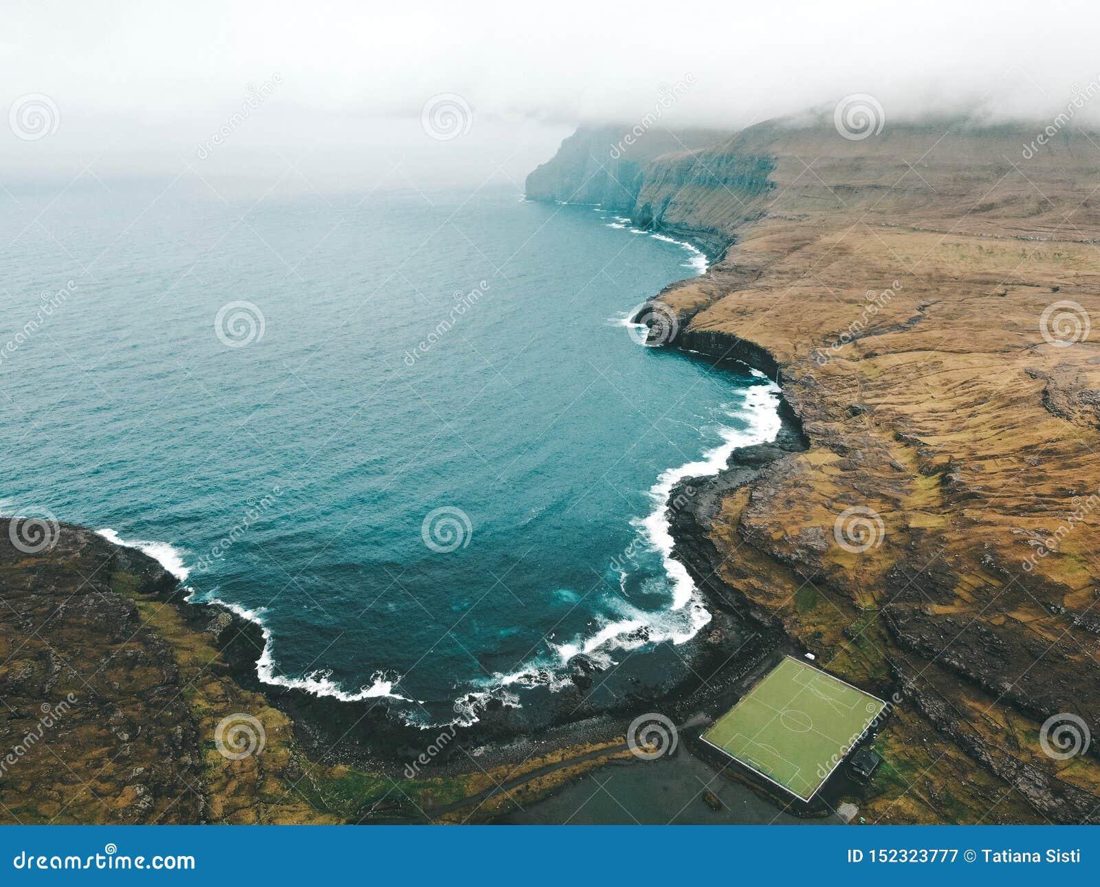 Isole faroe - stadio di Eidi in Eysturoy