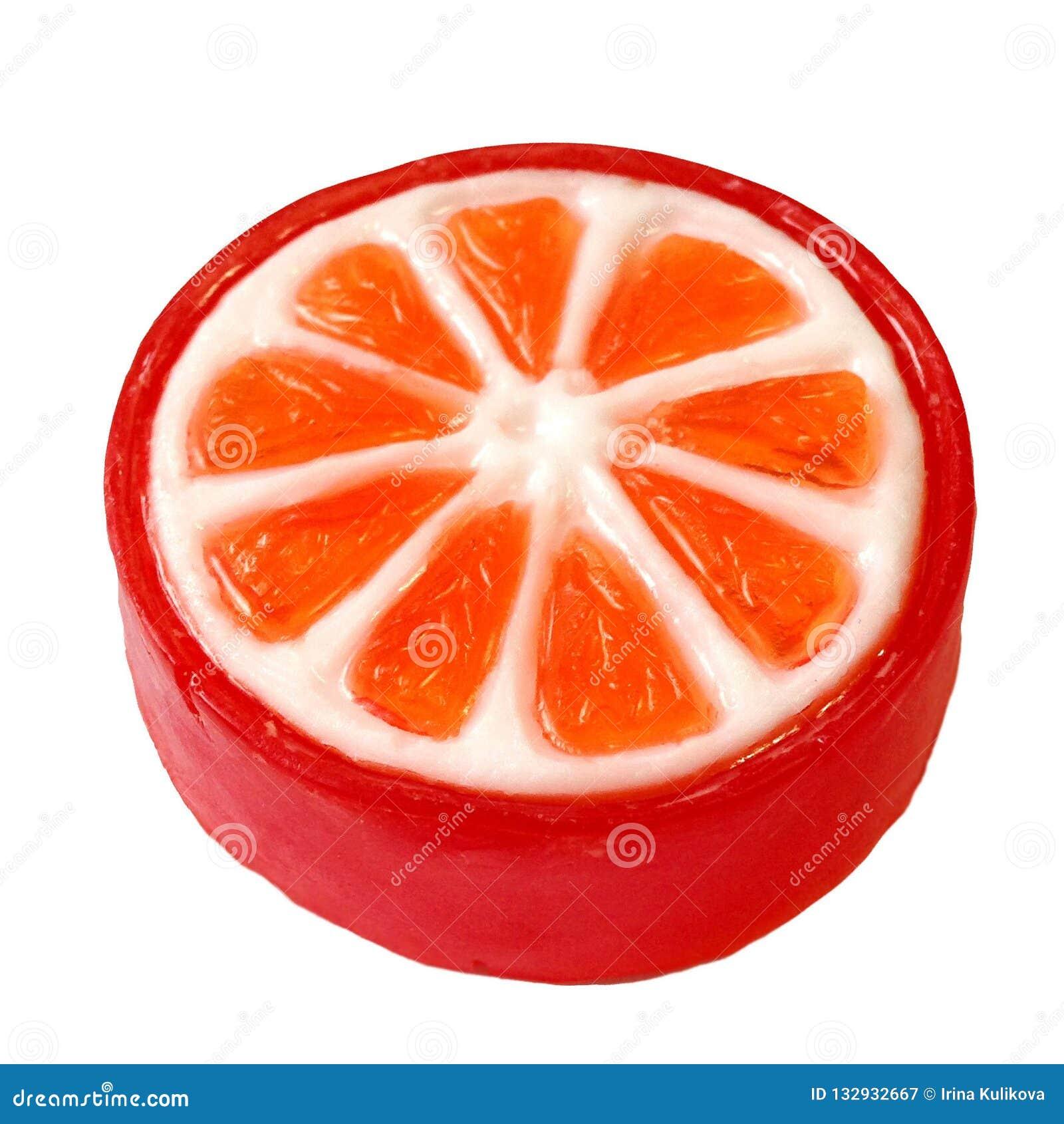 Isolerad ljus handgjord tvål i form av en skiva av apelsinen