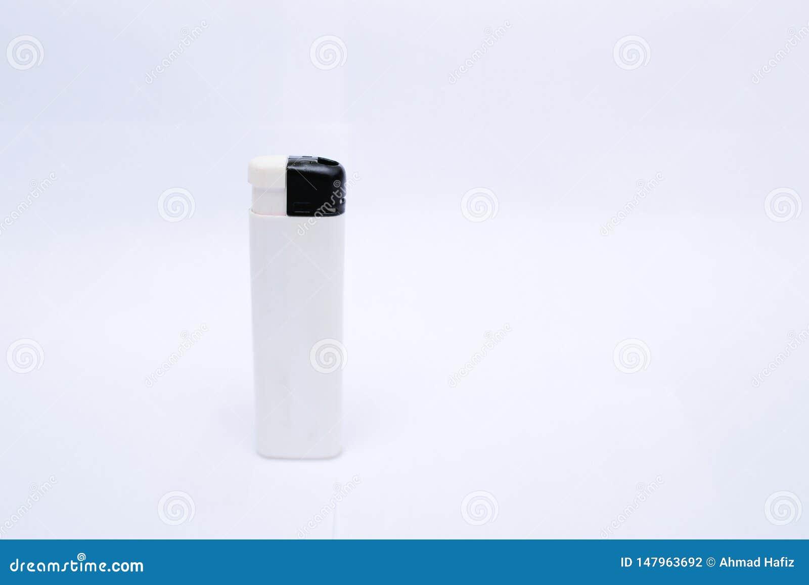Isqueiro branco em um fundo branco