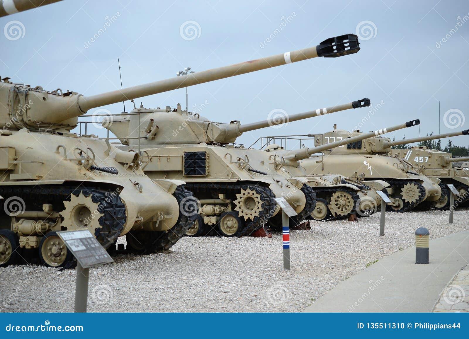 Israëlische tanks bij het Israëlische Tankmuseum in Latrun, Israël
