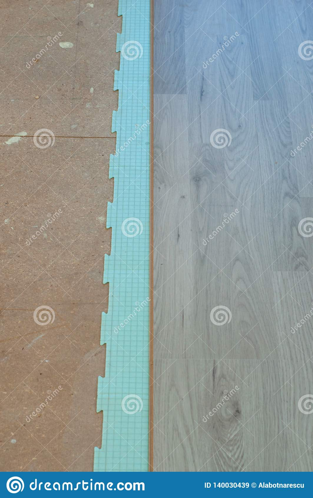 Istalation of new laminate flooring, using a isolating sound material
