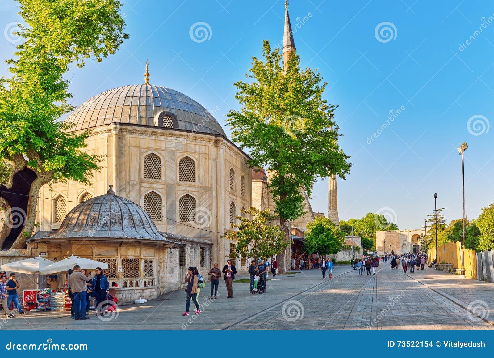 ISTAMBUL, TURQUÍA 7 DE MAYO DE 2016: Opinión urbana del paisaje hermoso, ci