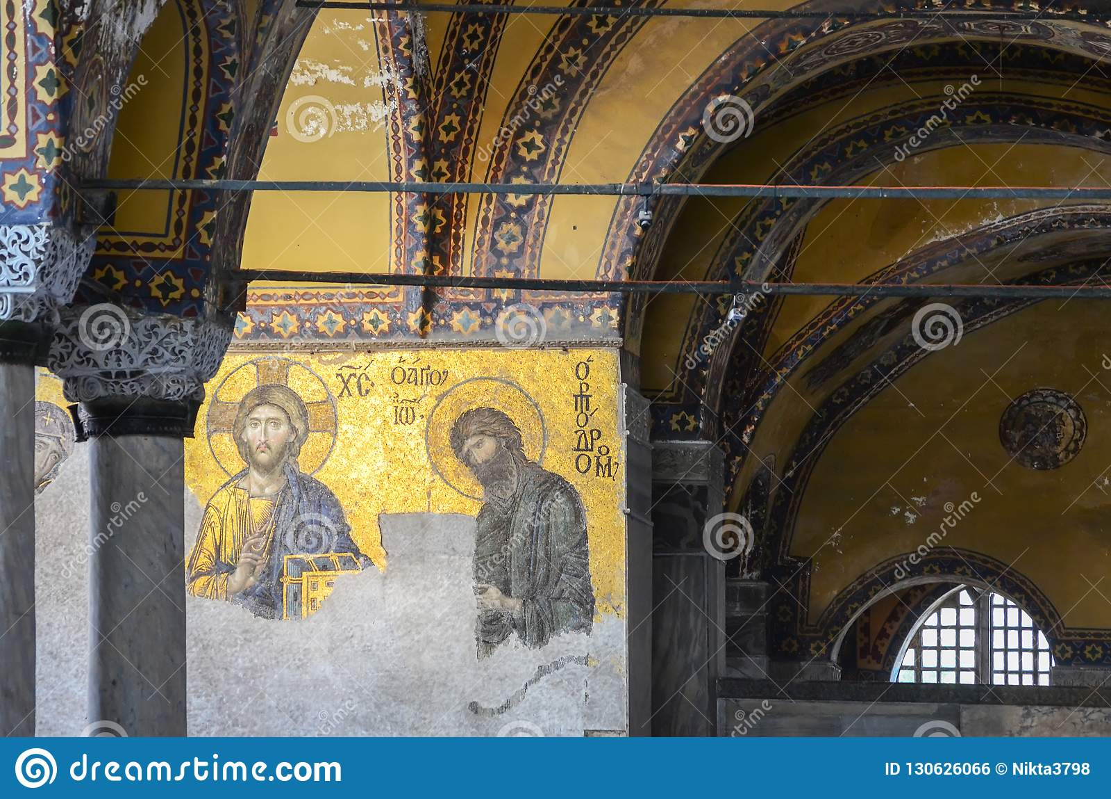 Istambul, TURQUIA, o 18 de setembro de 2018 Interior e mosaico de Hagia Sophia em Istambul