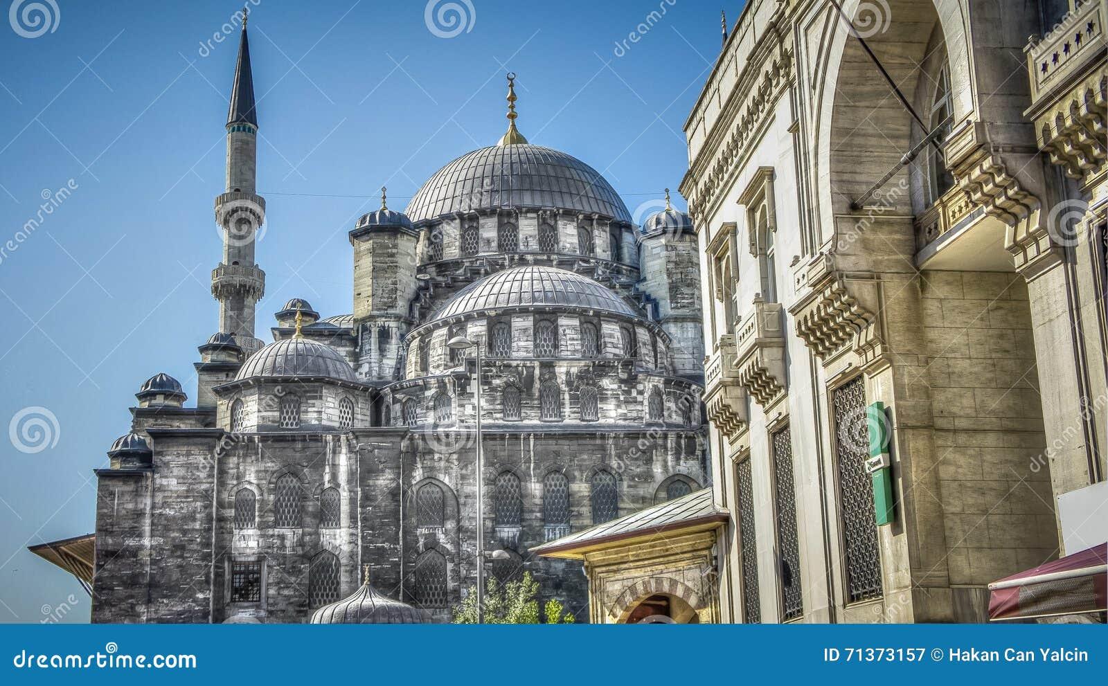 Istanboel, Turkije - April 28, 2012: Yeni Cami (Nieuwe Moskee), of Valide Sultan Mosque in Eminonu Istanboel