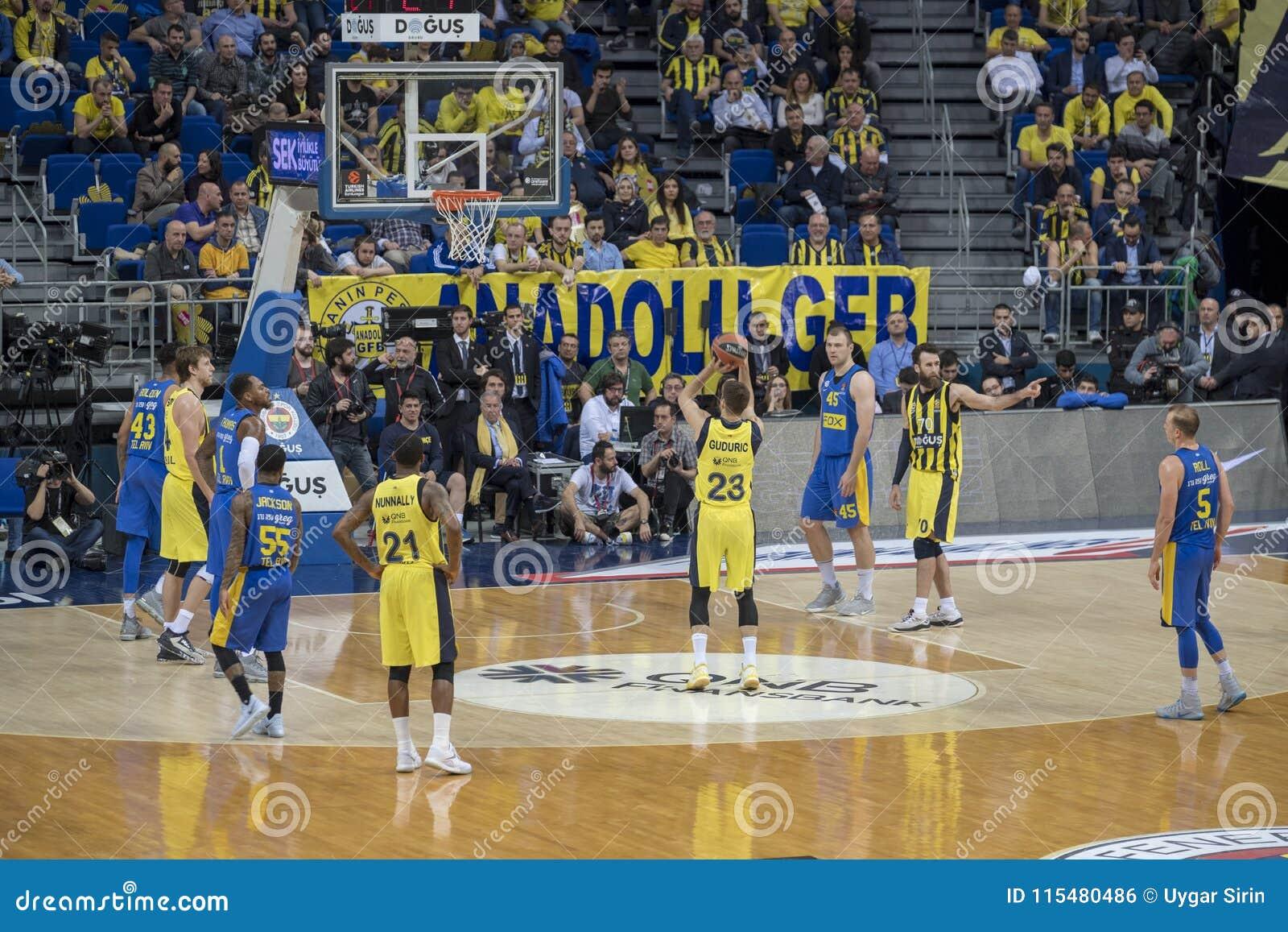 Istanboel/Turkije - Maart 20, 2018: Professionele het basketbalspeler van Marko Guduric voor Fenerbahce