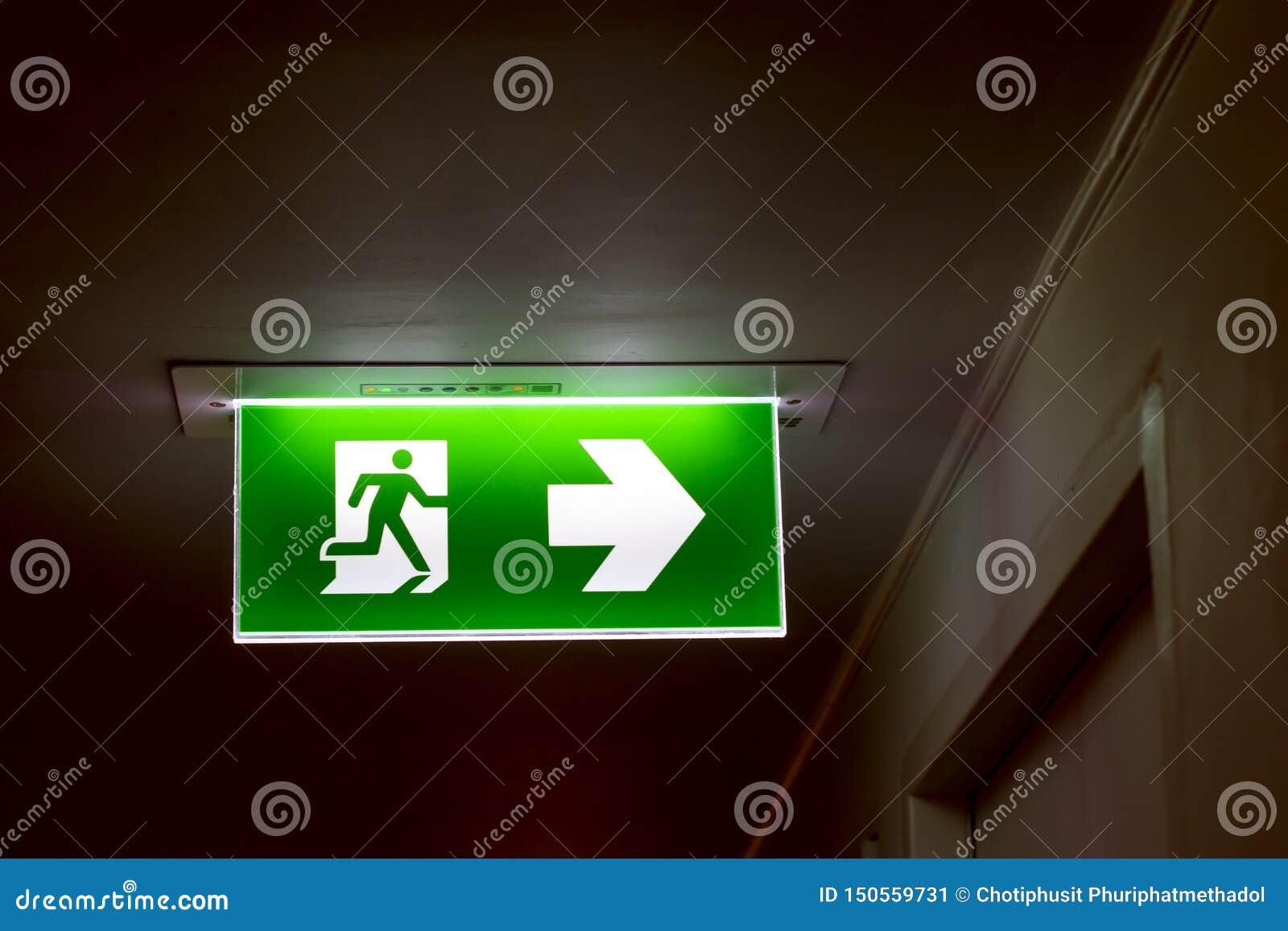 Istny bezpieczeństwo zieleni znaka symbol dla iść pożarniczy wyjście
