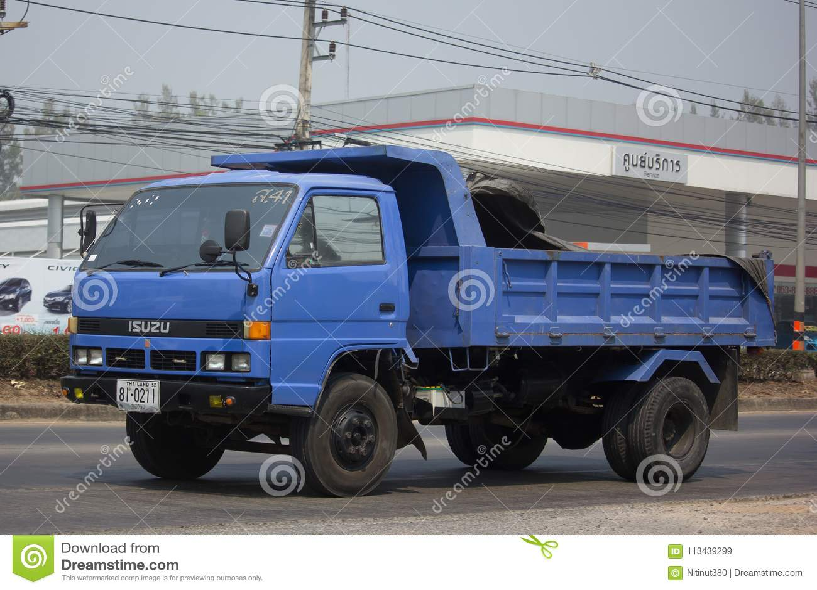 CHIANG MAI, TAILÂNDIA   6 DE MARÇO DE 2018: Isuzu Dump Truck Privada Na  Estrada Nenhuma 1001 8 Quilômetros Da área De Negócio De Chiangmai