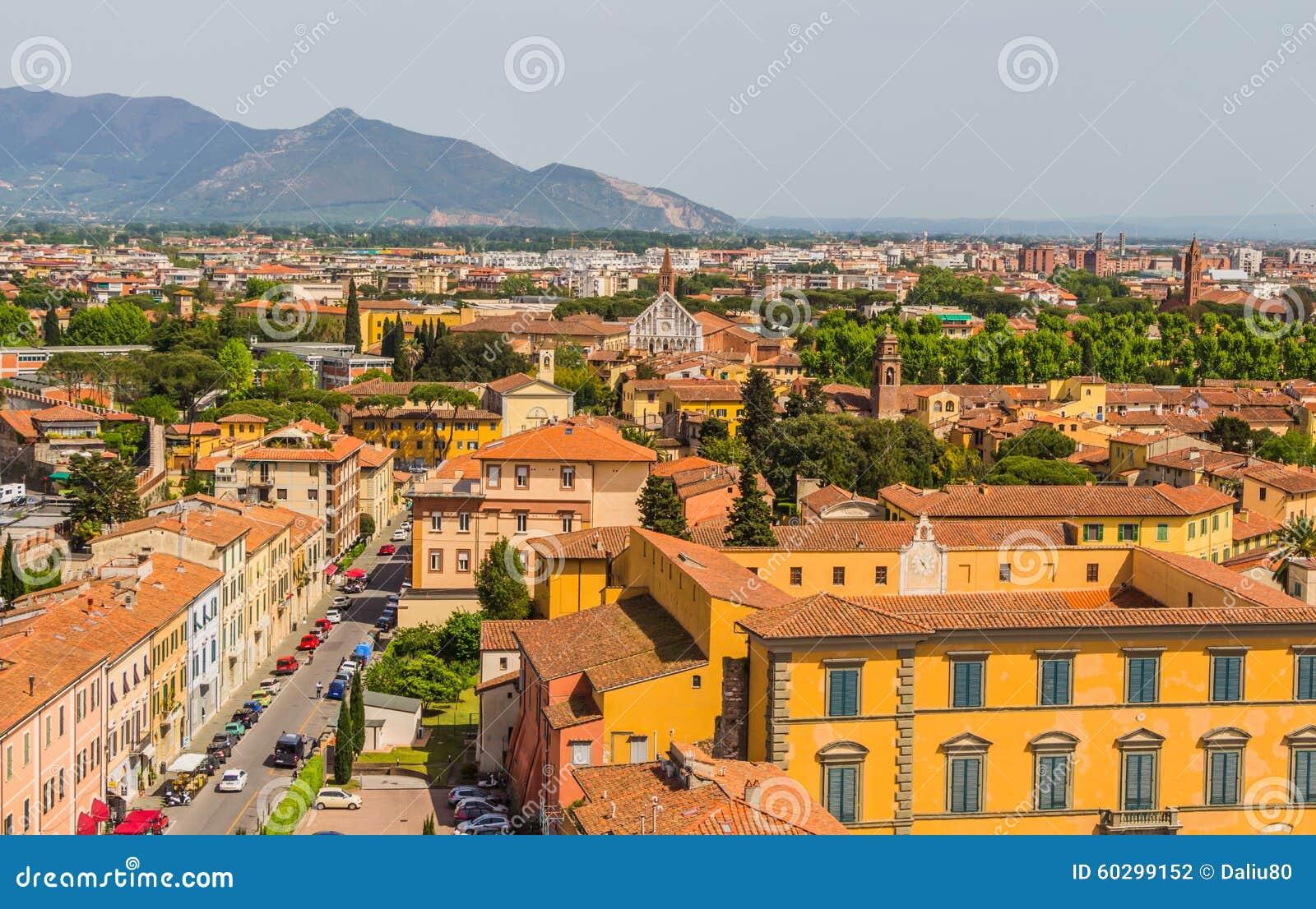 Itália: vista da cidade velha de Pisa da torre inclinada