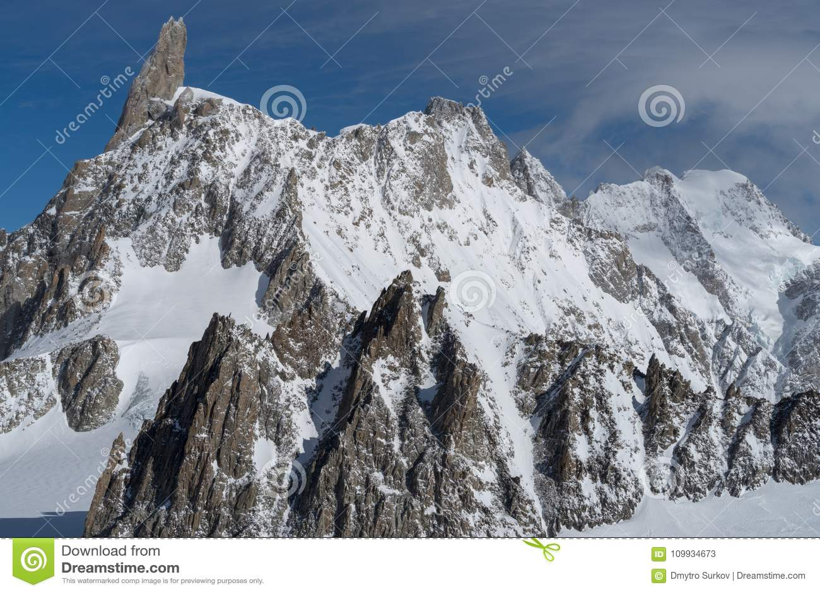 Italia, Courmayeur, gama de Mont Blanc