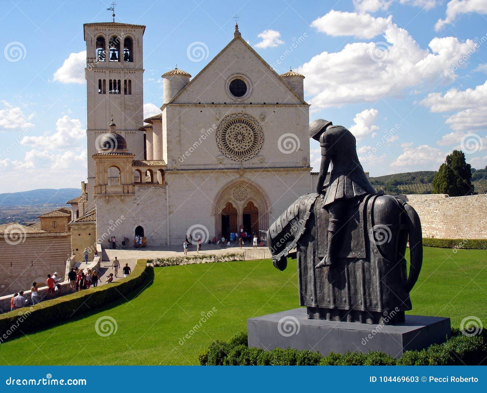 Italia, Umbría, el 28 de agosto de 2008, visita a la ciudad de Assisi, vista de la basílica de San Francisco