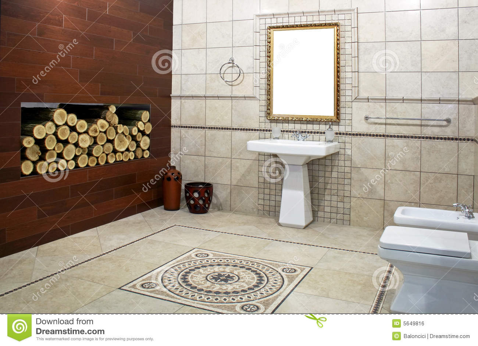 Italiaanse badkamers stock foto. Afbeelding bestaande uit huis - 5649816