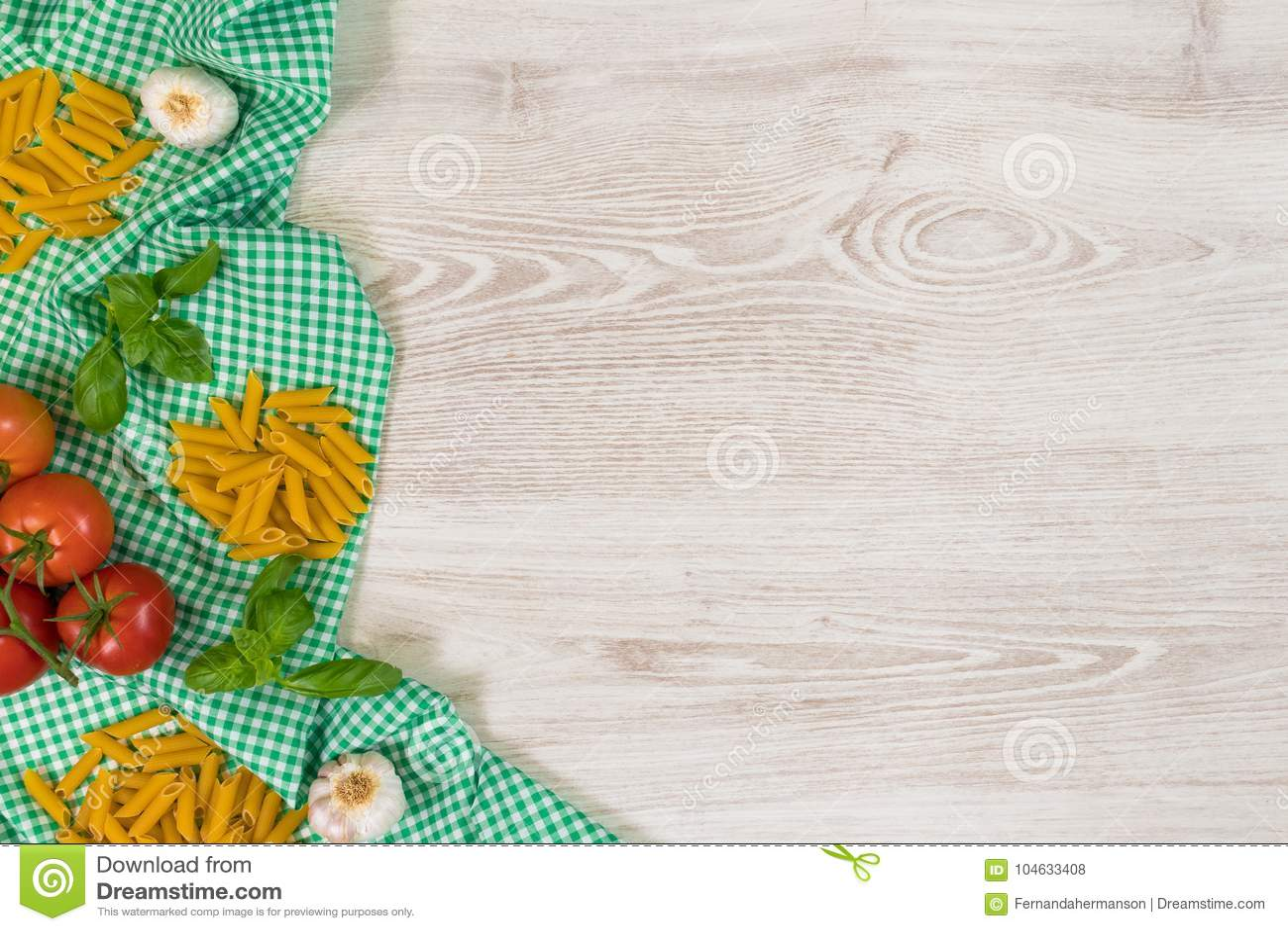 Download Italiaanse Deegwaren Ruwe Ingrediënten Op Houten Achtergrond Stock Foto - Afbeelding bestaande uit lunch, italiaans: 104633408