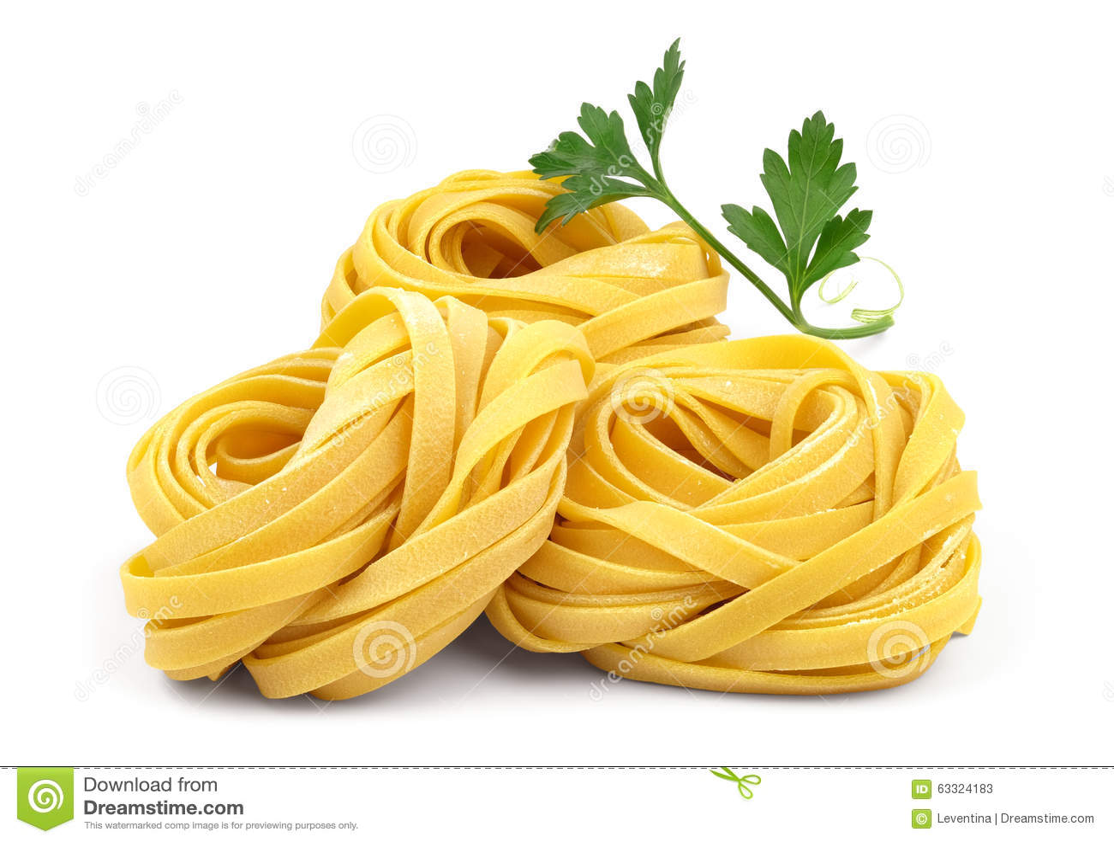 Italiaanse fettuccinedeegwaren