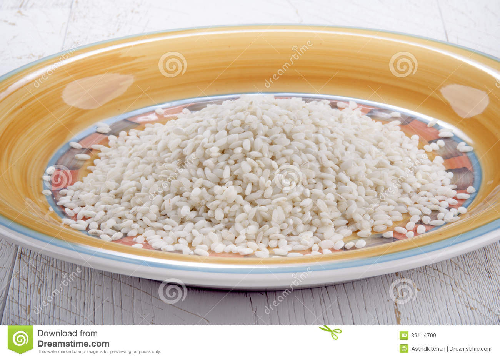 Italiaanse risottorijst op een plaat