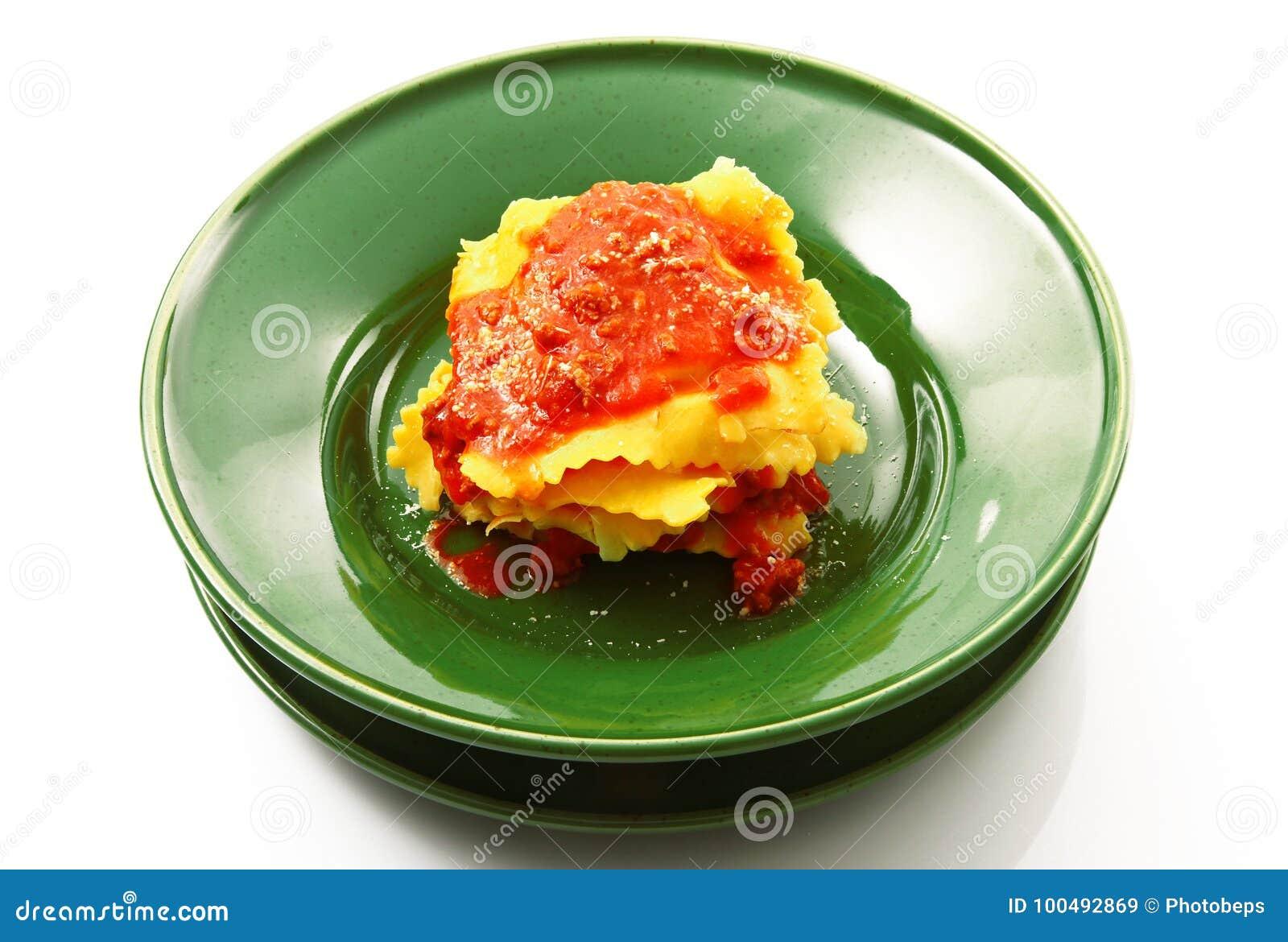 Italiaanse tortelloni met vleessaus